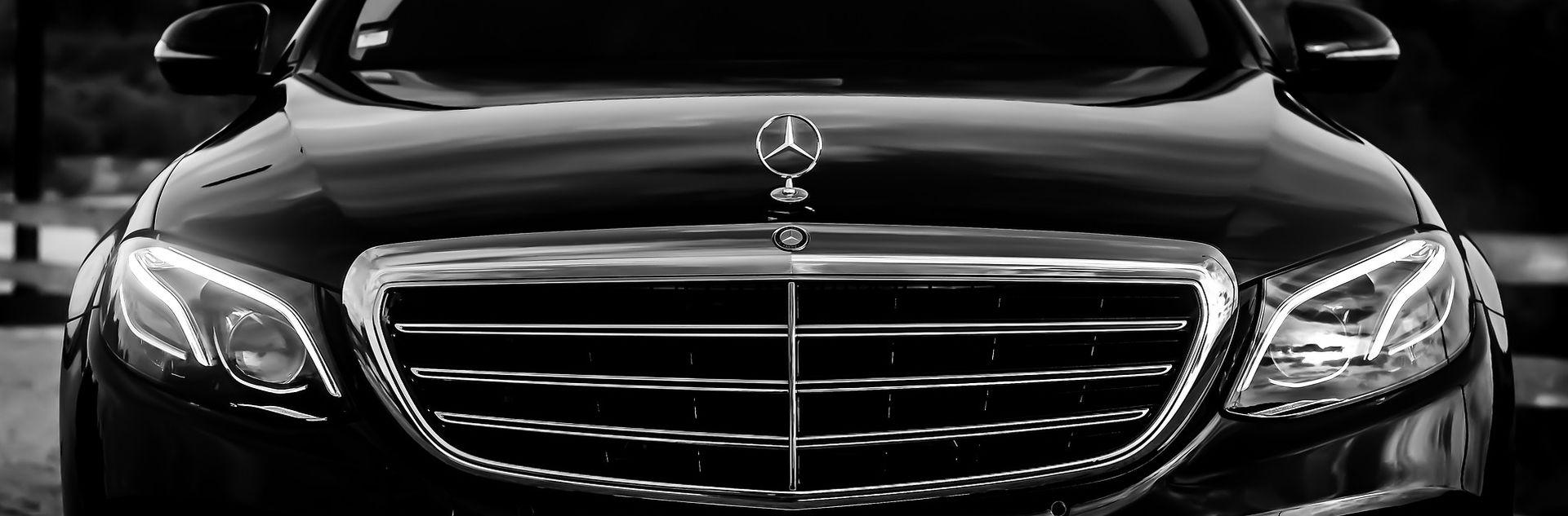 Svećenik u skupom Mercedesu: 'Zar ga vi ne bi kupili da možete?'