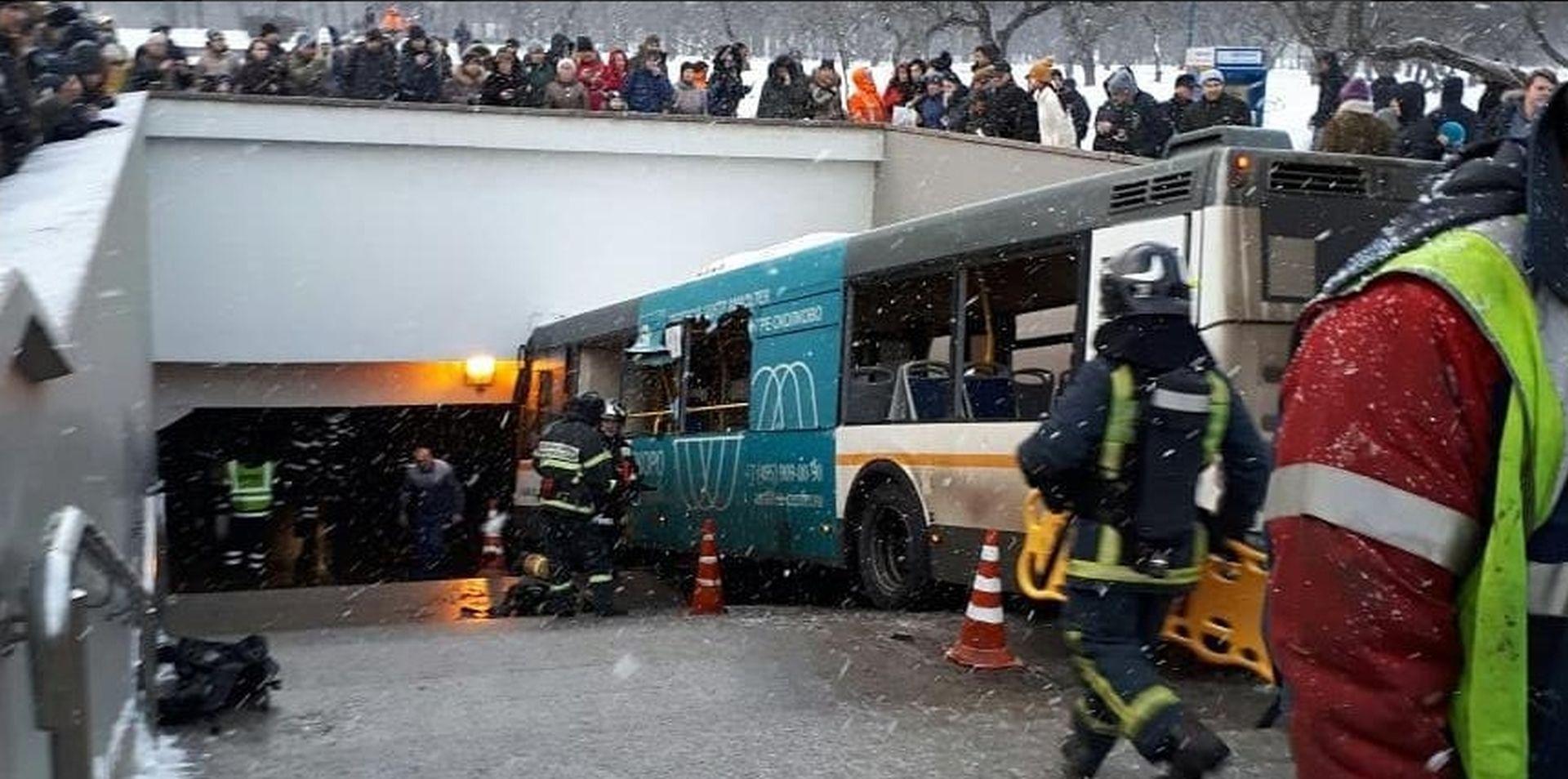 MOSKVA Autobus uletio u pothodnik, najmanje četiri osobe poginule