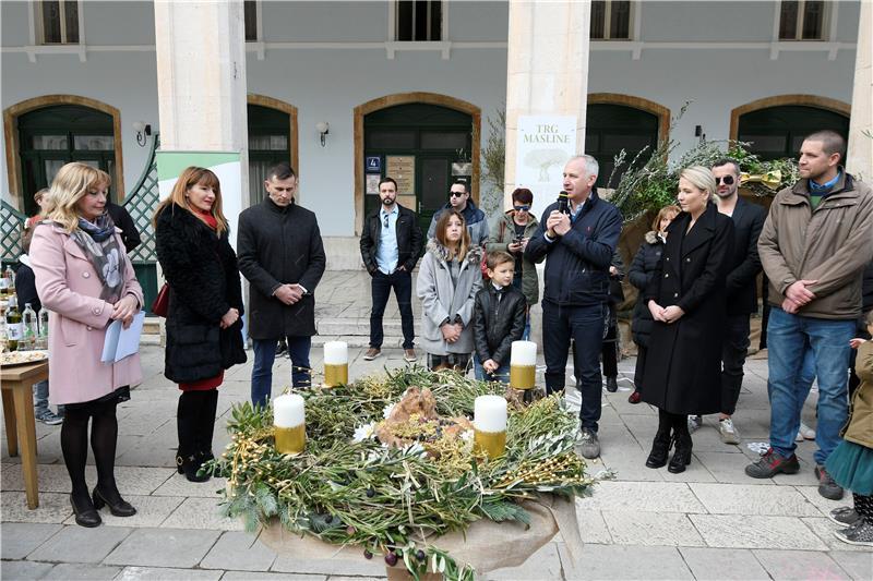 Splitski novinari i Opara na Prokurativama zapalili adventsku svijeću
