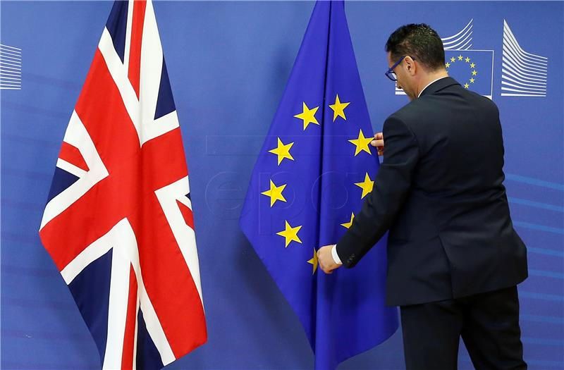 EK 'Još nema bijelog dima u pregorima o Brexitu'