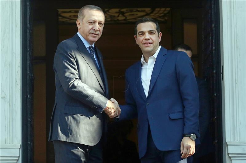 Erdogan na početku povijesnog posjeta Ateni s domaćinima razmijenio optužbe
