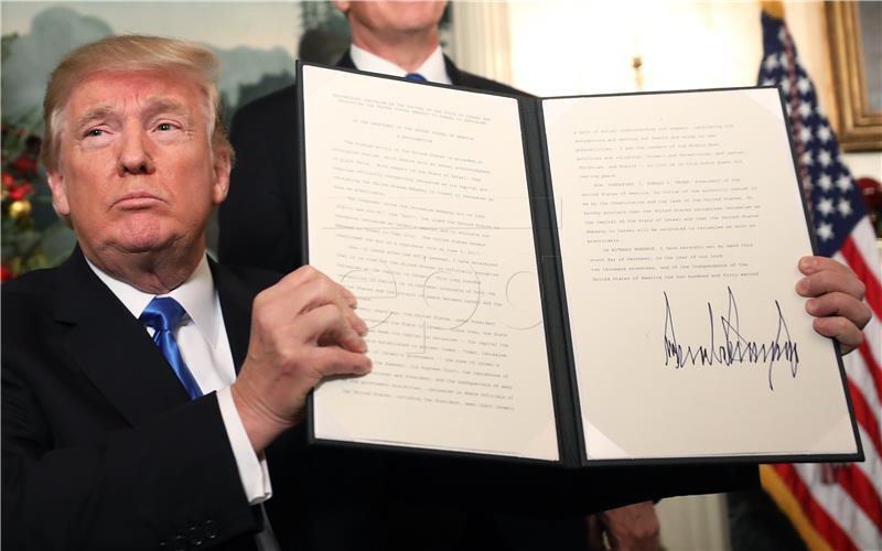 Val kritika nakon Trumpove odluke o statusu Jeruzalema