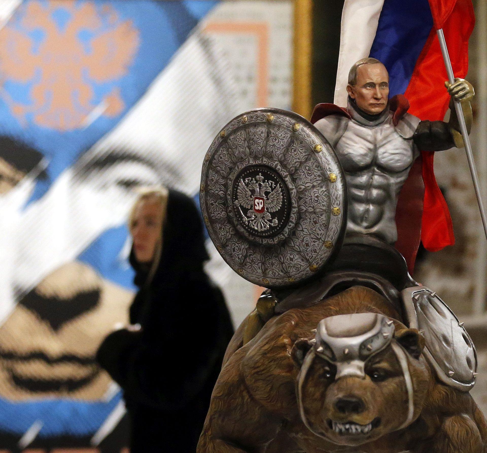 OBLJUBLJEN ŠEF Putin – Supermen, jahač medvjeda i Djed Mraz