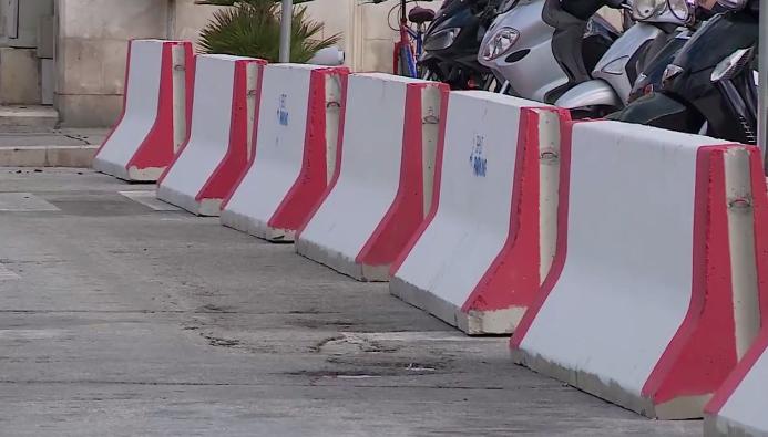 VIDEO: ADVENT U SPLITU Terorizam prijeti!? Kameni blokovi na Rivi