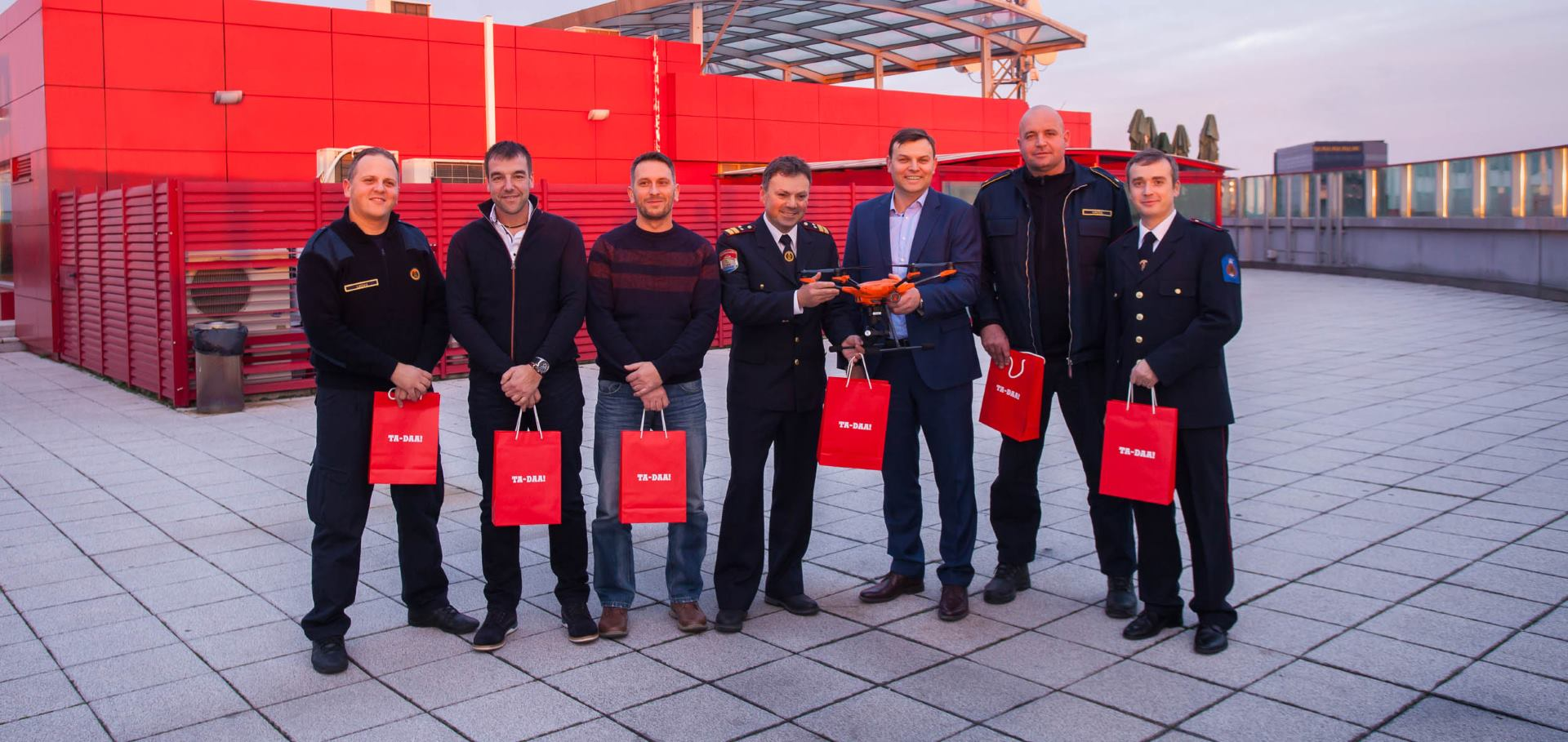 Tele2 donacijom dronova pomaže rad pet vatrogasnih društava