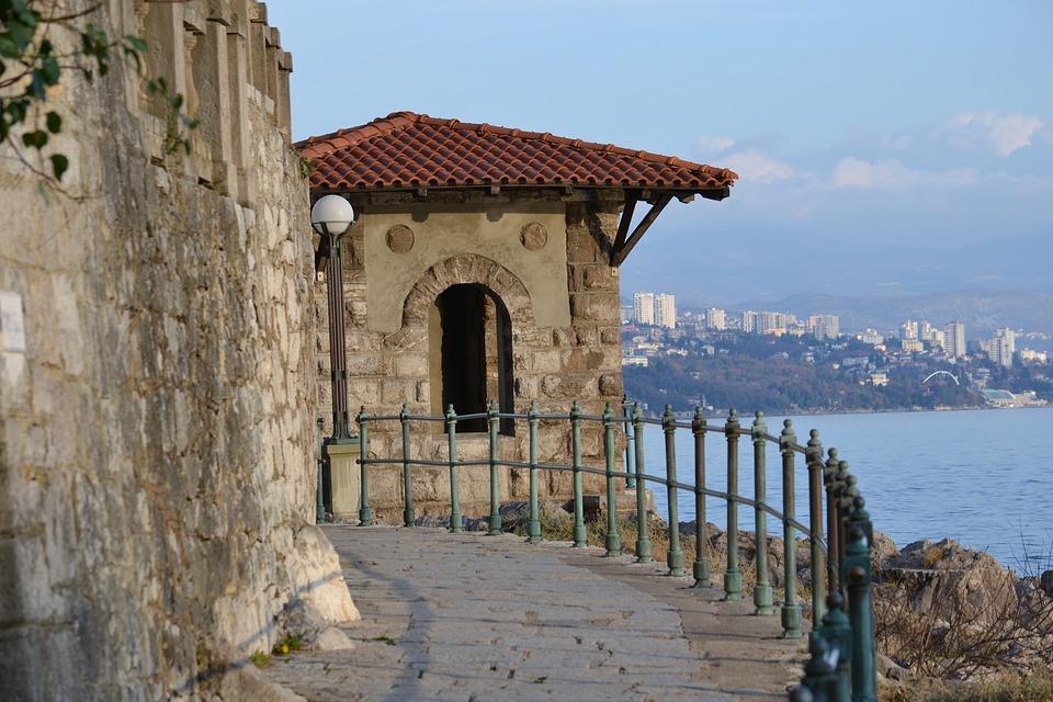 TURISTIČKA AKADEMIJA Novi edukacijski program za razvoj kompetencija turističkih djelatnika na svim razinama