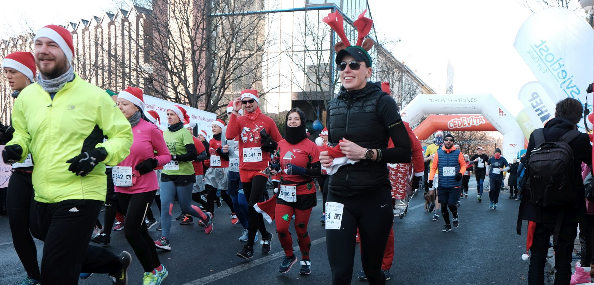 VIDEO: HUMANITARNI ZAGREB ADVENT RUN Više od 1300 kostimiranih radosnih trkača
