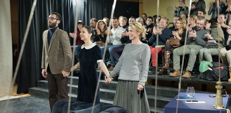FOTO: Ovacije na premijeri predstave 'Duet za jednog' u Centru mladih Ribnjak