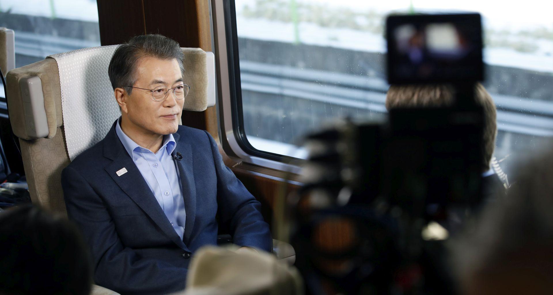 VIDEO: Moon Jae-in potpisao zakon o produženju predsjedničkog mandata