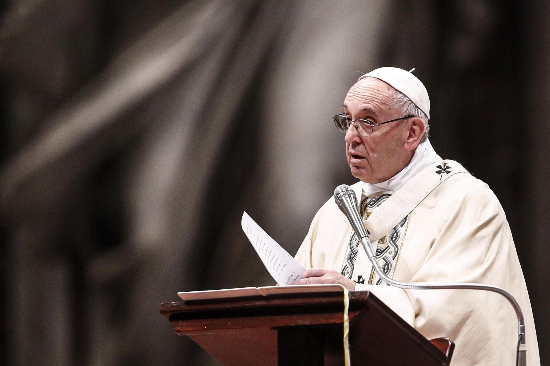 Papa duboko uznemiren