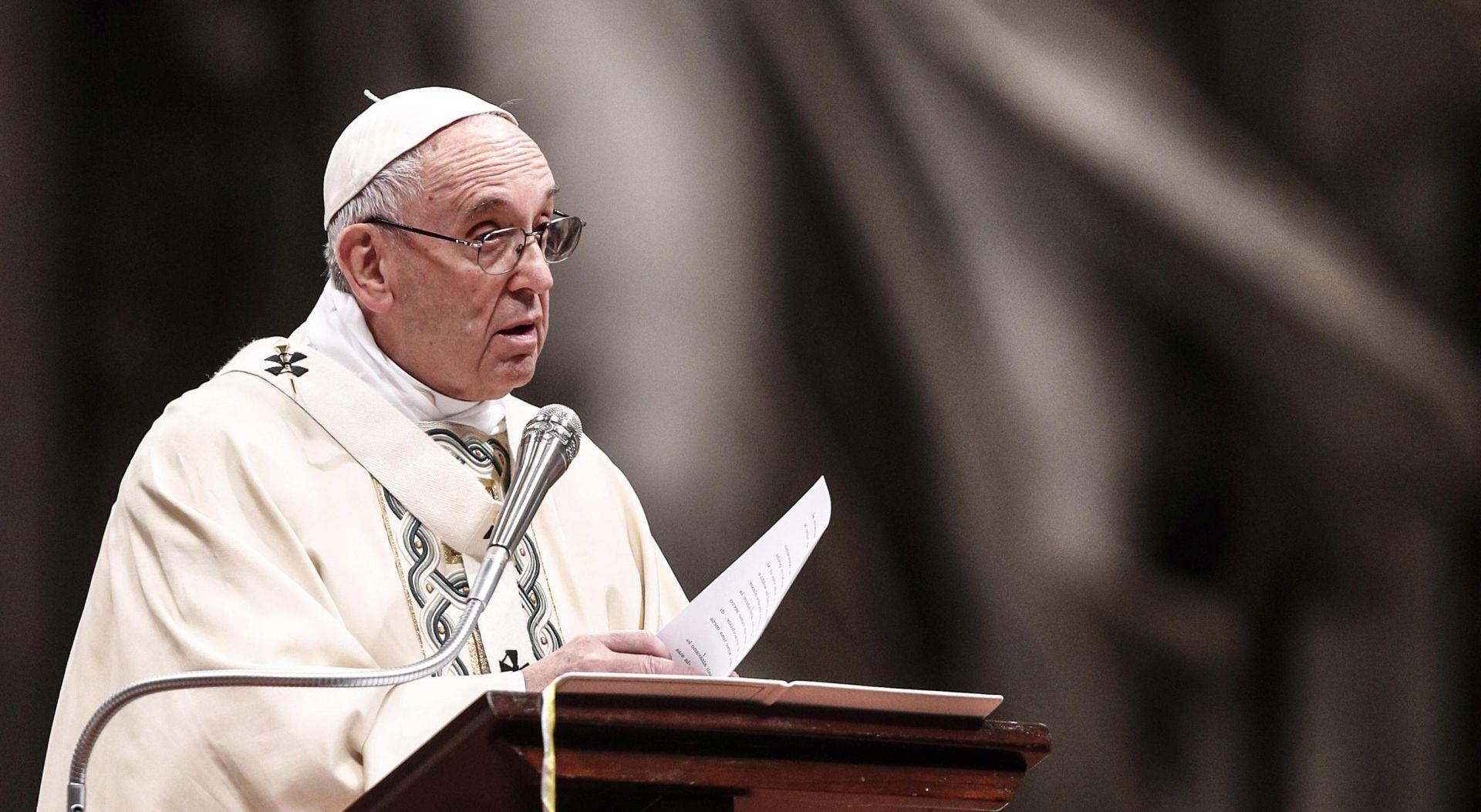 """Papa usporedio neke pobačaje s eugenikom """"u bijelim rukavicama"""""""