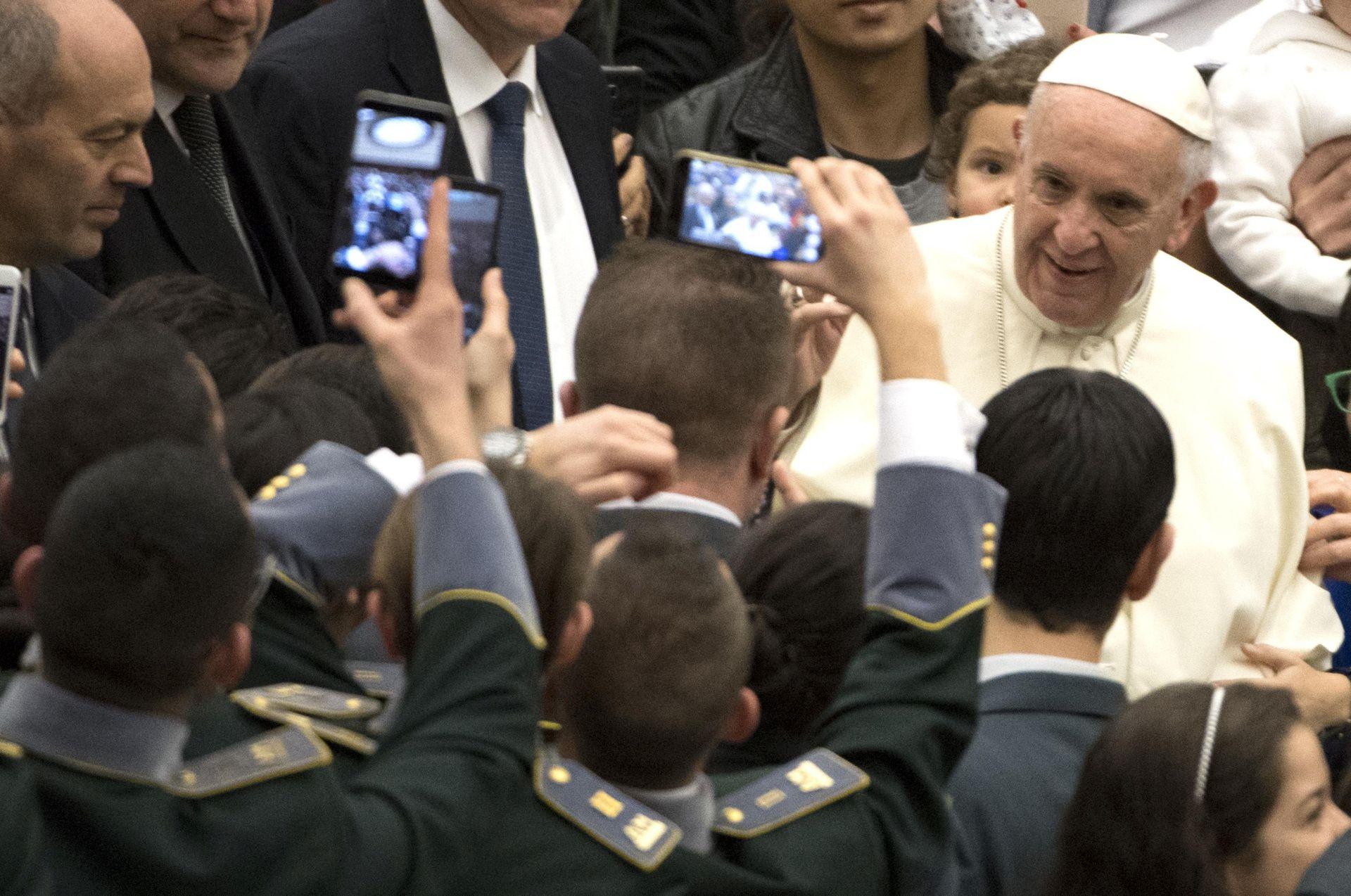 Prijeteće poruke papi uoči dolaska u Čile