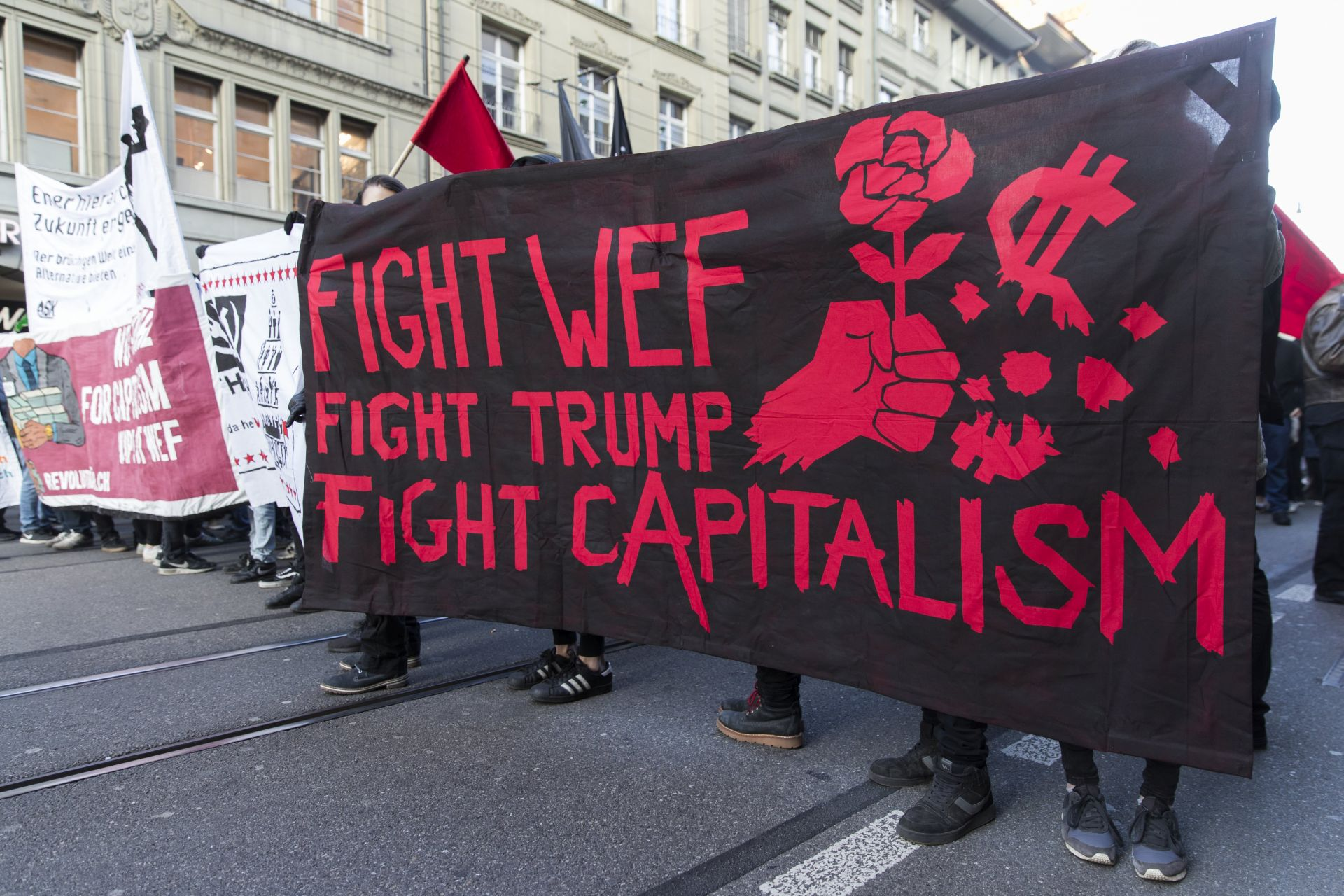 Antikapitalisti u Švicarskoj demostriraju protiv Trumpa i SGF-a