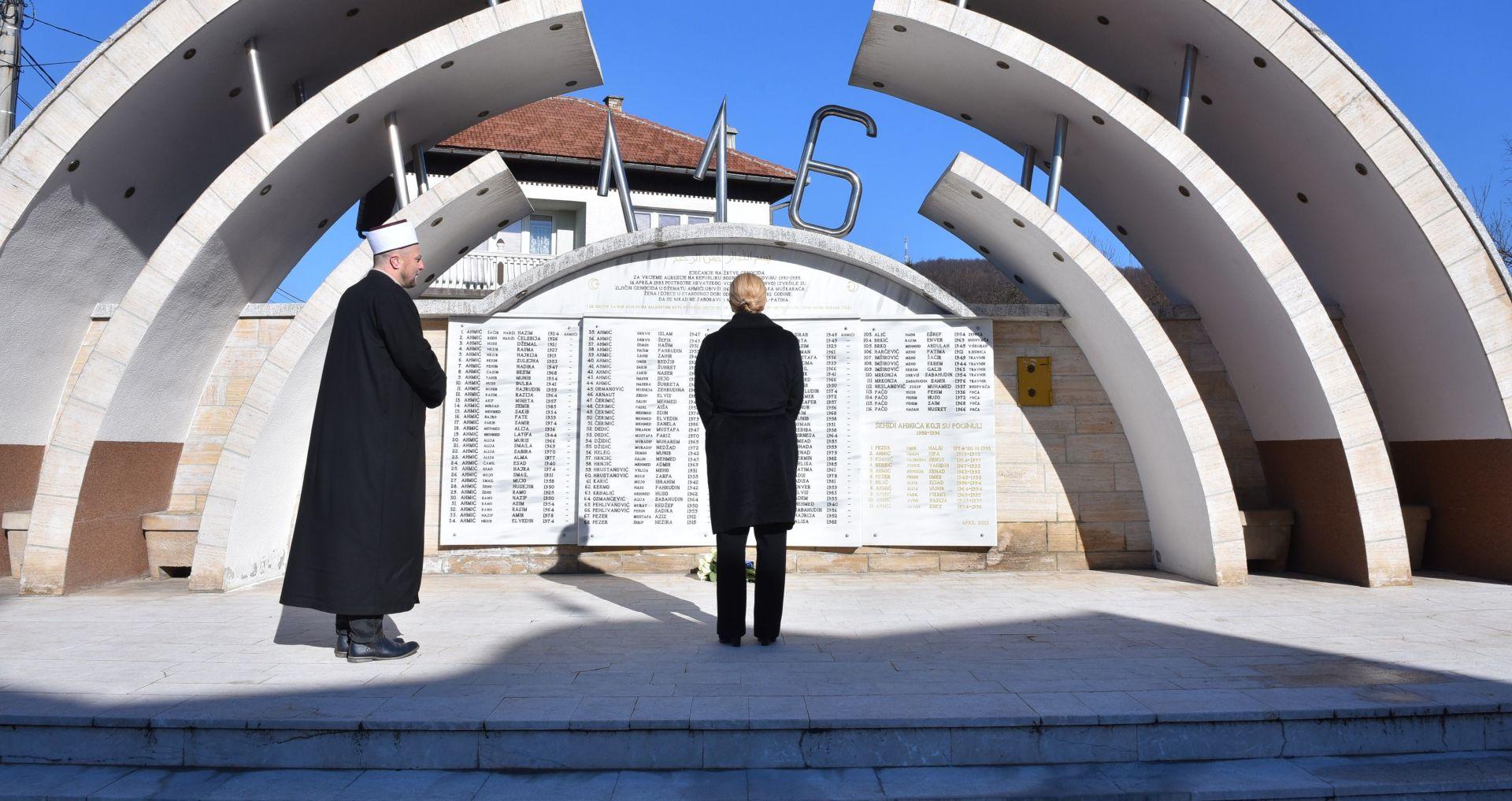 MIMO PROTOKOLA Predsjednica se poklonila žrtvama Ahmića