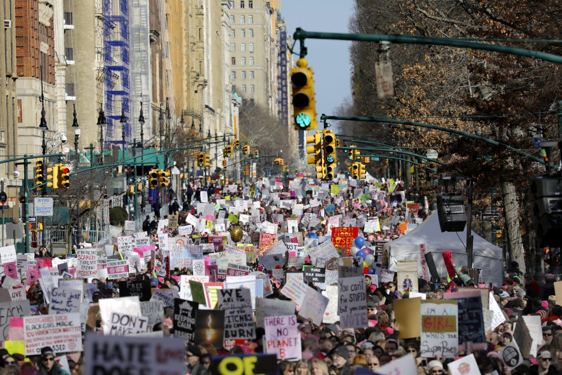 Tisuće na Maršu žena povodom Trumpove godišnjice