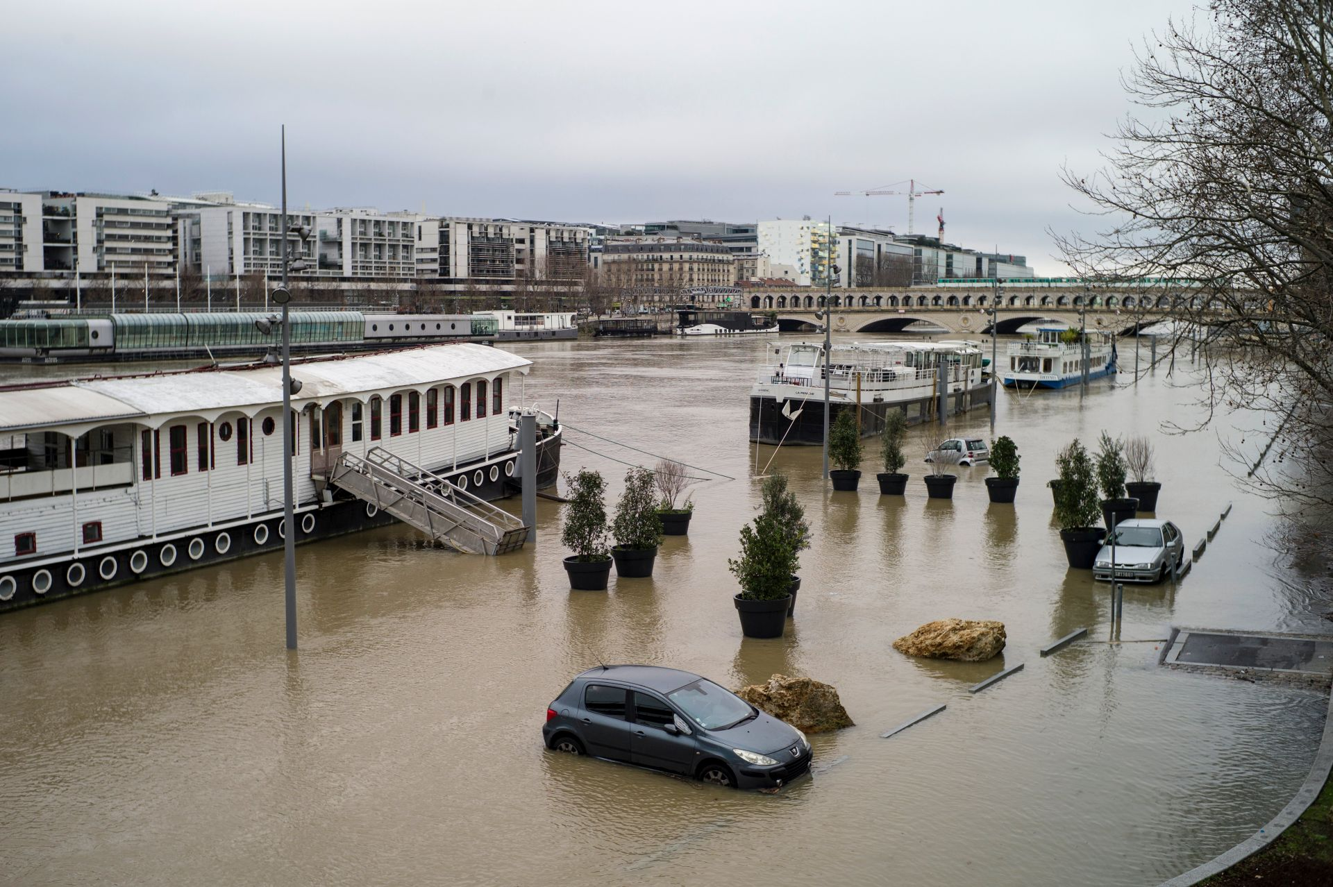 Nabujala Seine prijeti Parizu, Louvre zatvorio podrumski dio