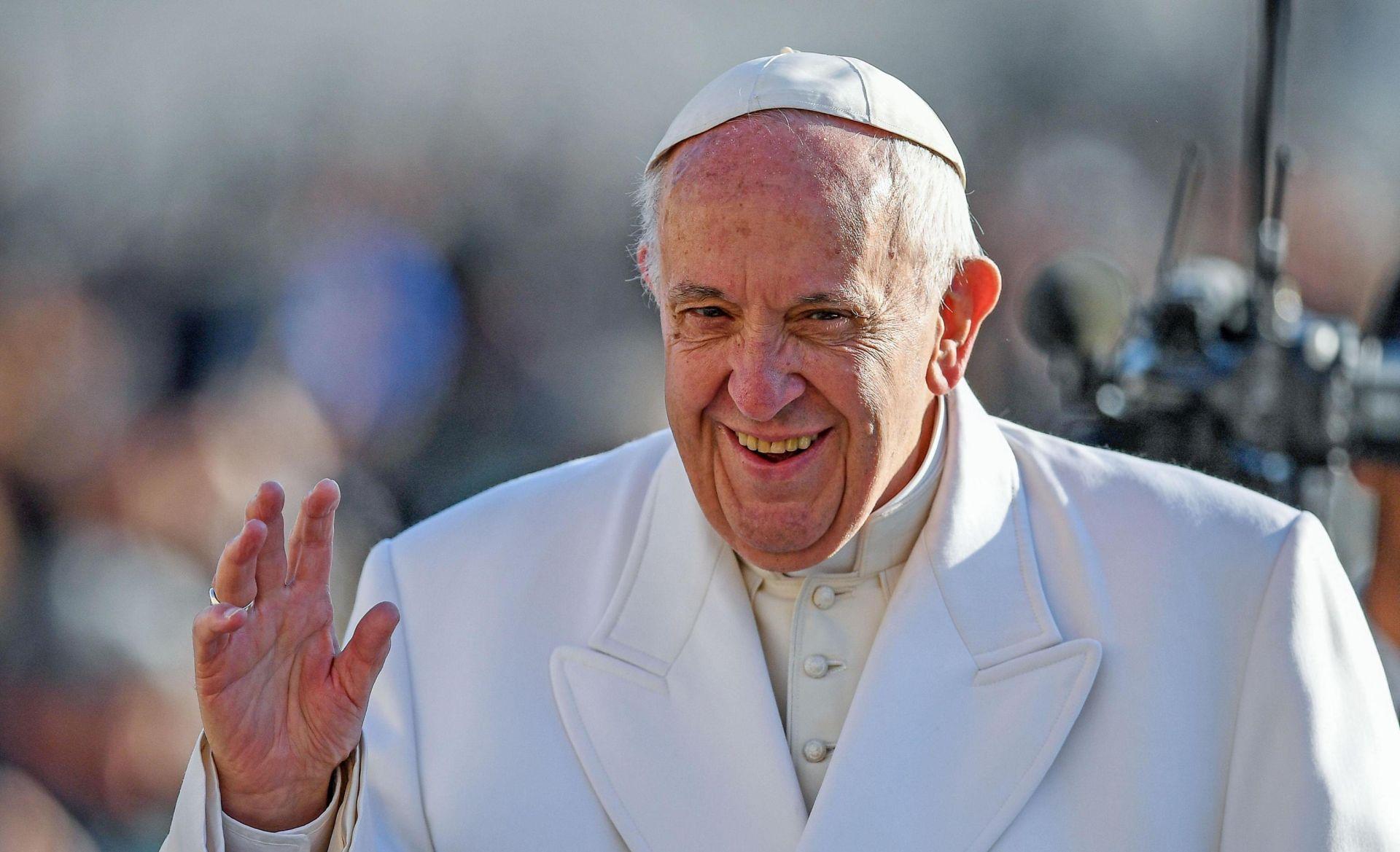 """Papa Franjo se molio kraj """"hrvača s vragom"""""""