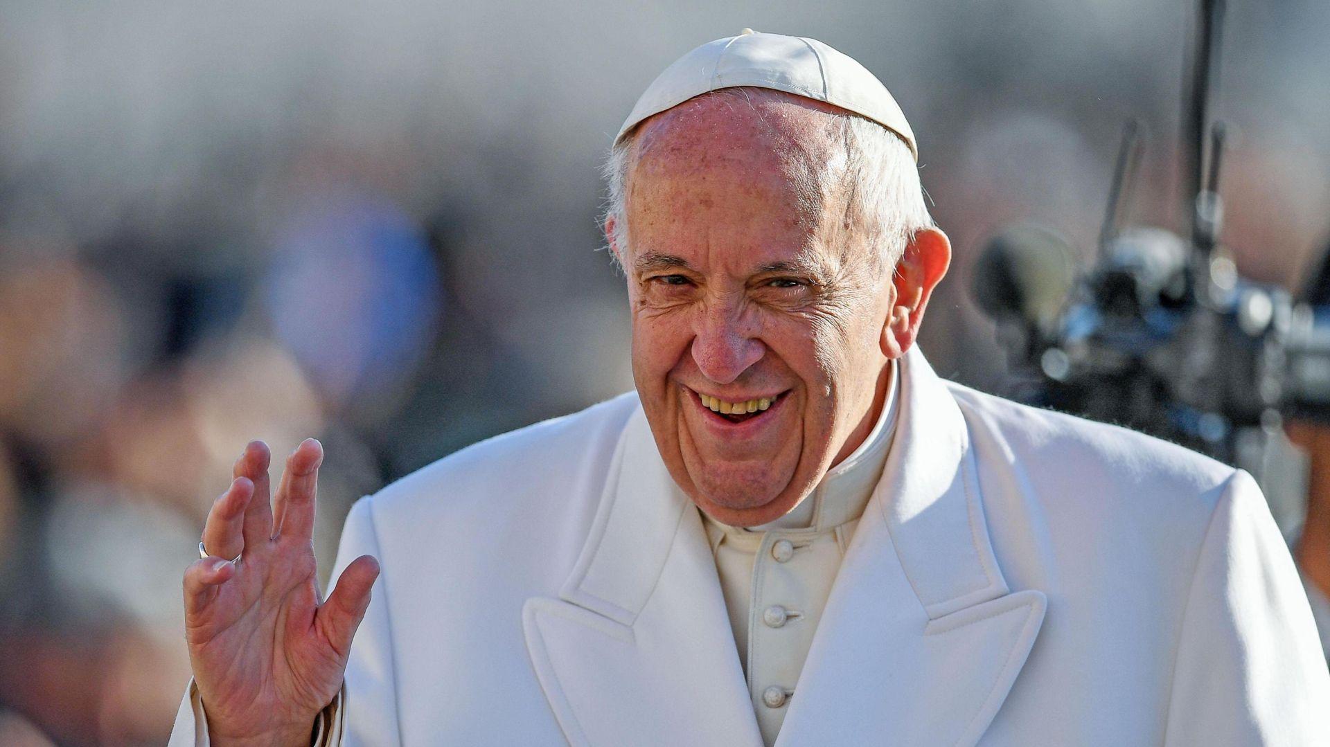 """Papa poziva na """"novinarstvo mira"""" u borbi protiv """"tragedije"""" lažnih vijesti"""