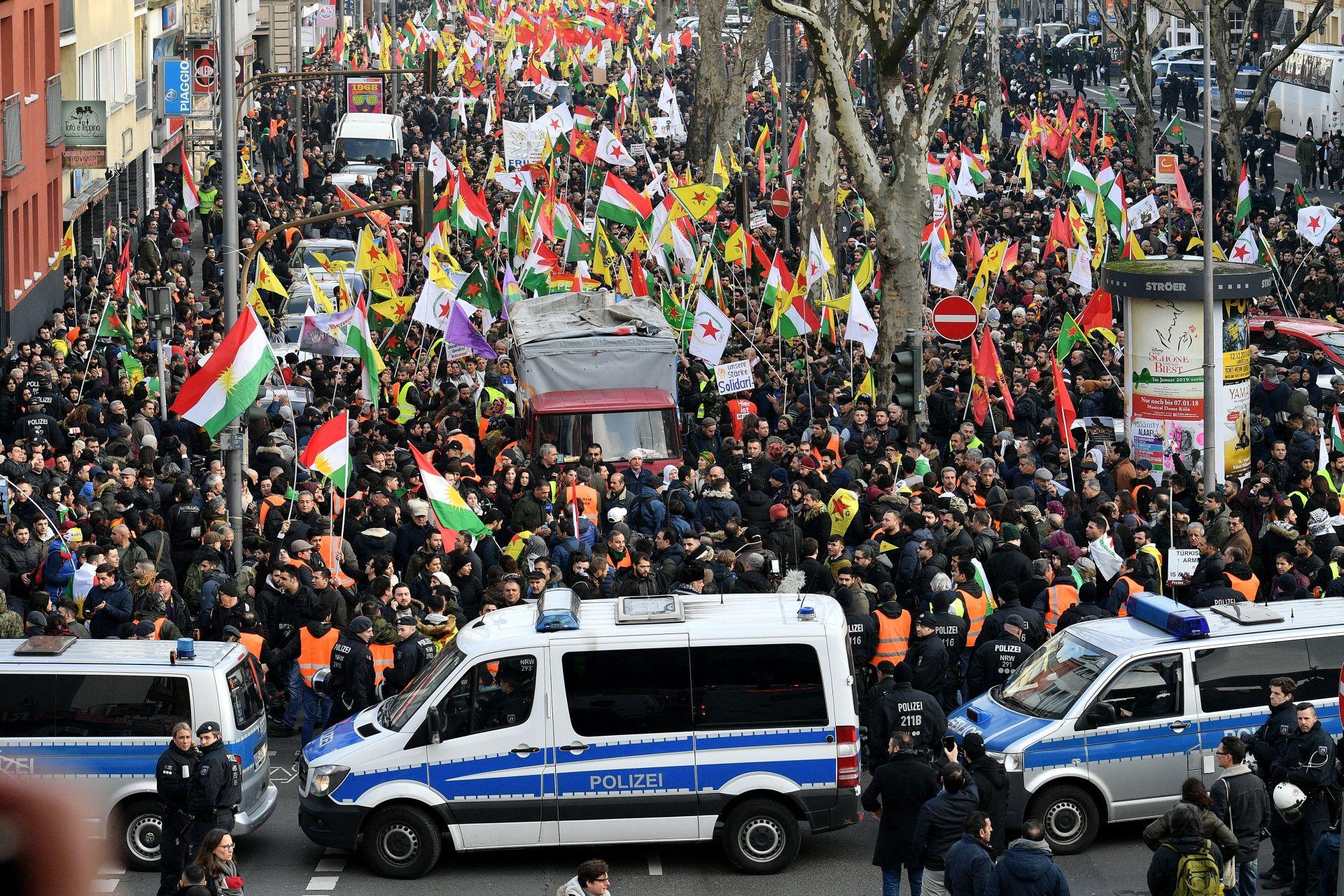 Njemačka prekinula kurdski prosvjed zbog simbola PKK