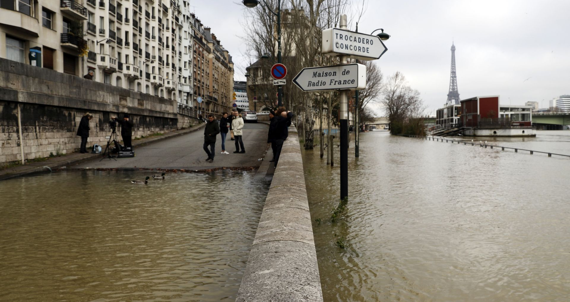 Razina Seine dosegla vrhunac u Parizu, očekuje se opadanje