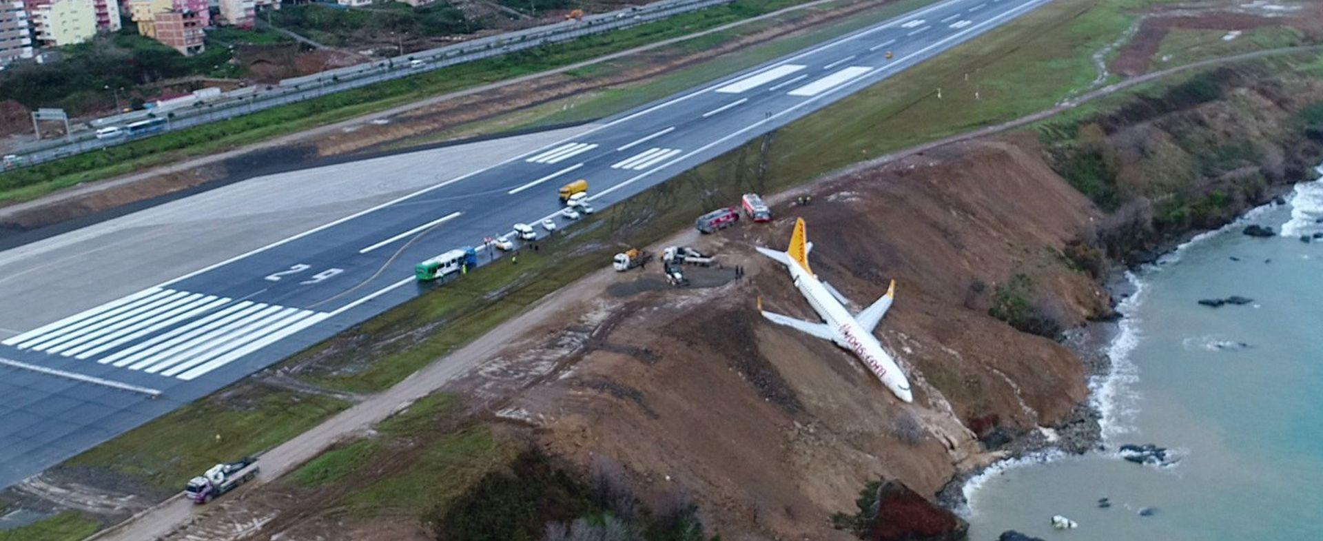 TURSKA Zrakoplov se zaustavio na polovici litice