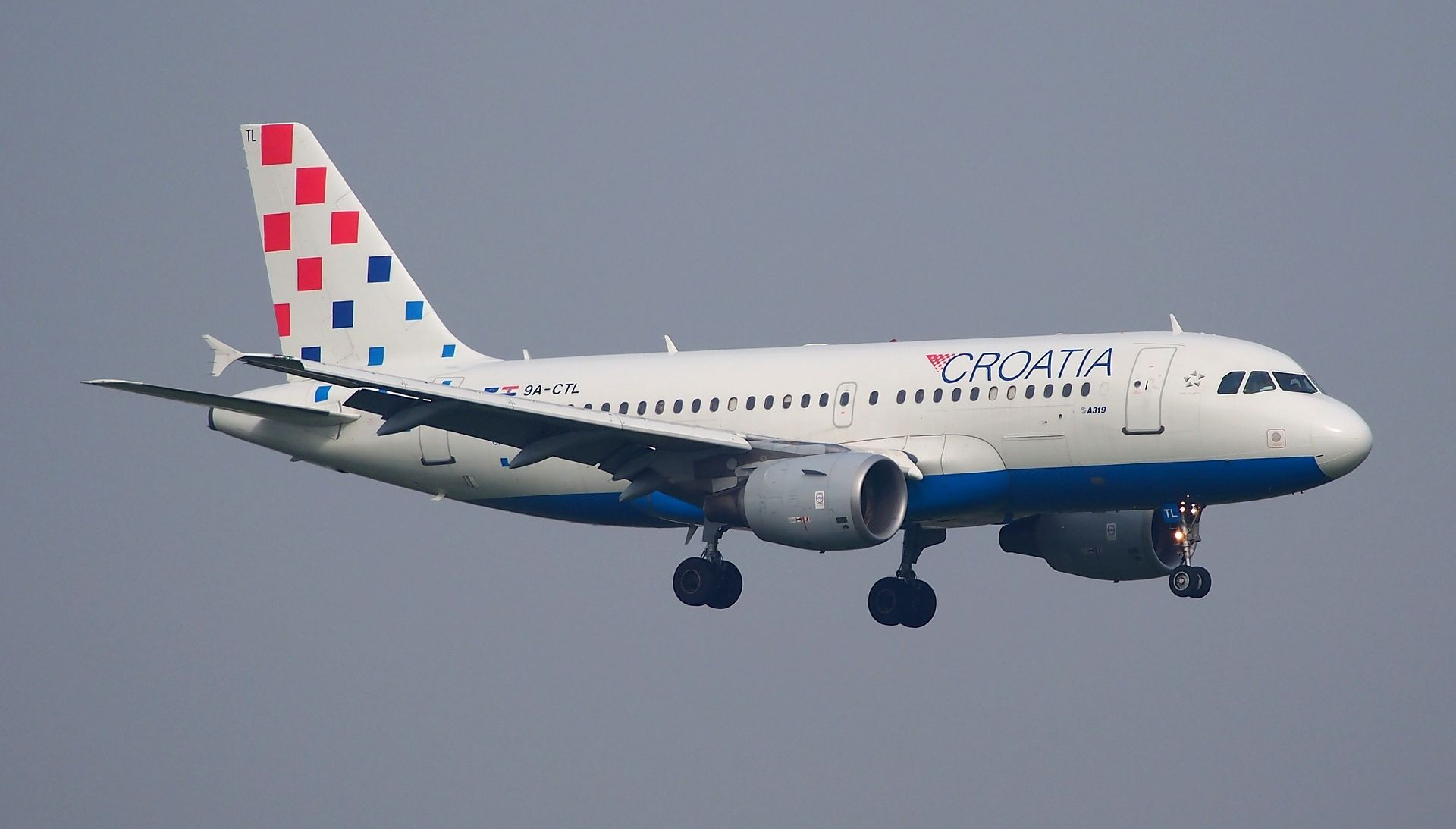 U avion CA udarila ptica, oštećen se vratio za Zagreb