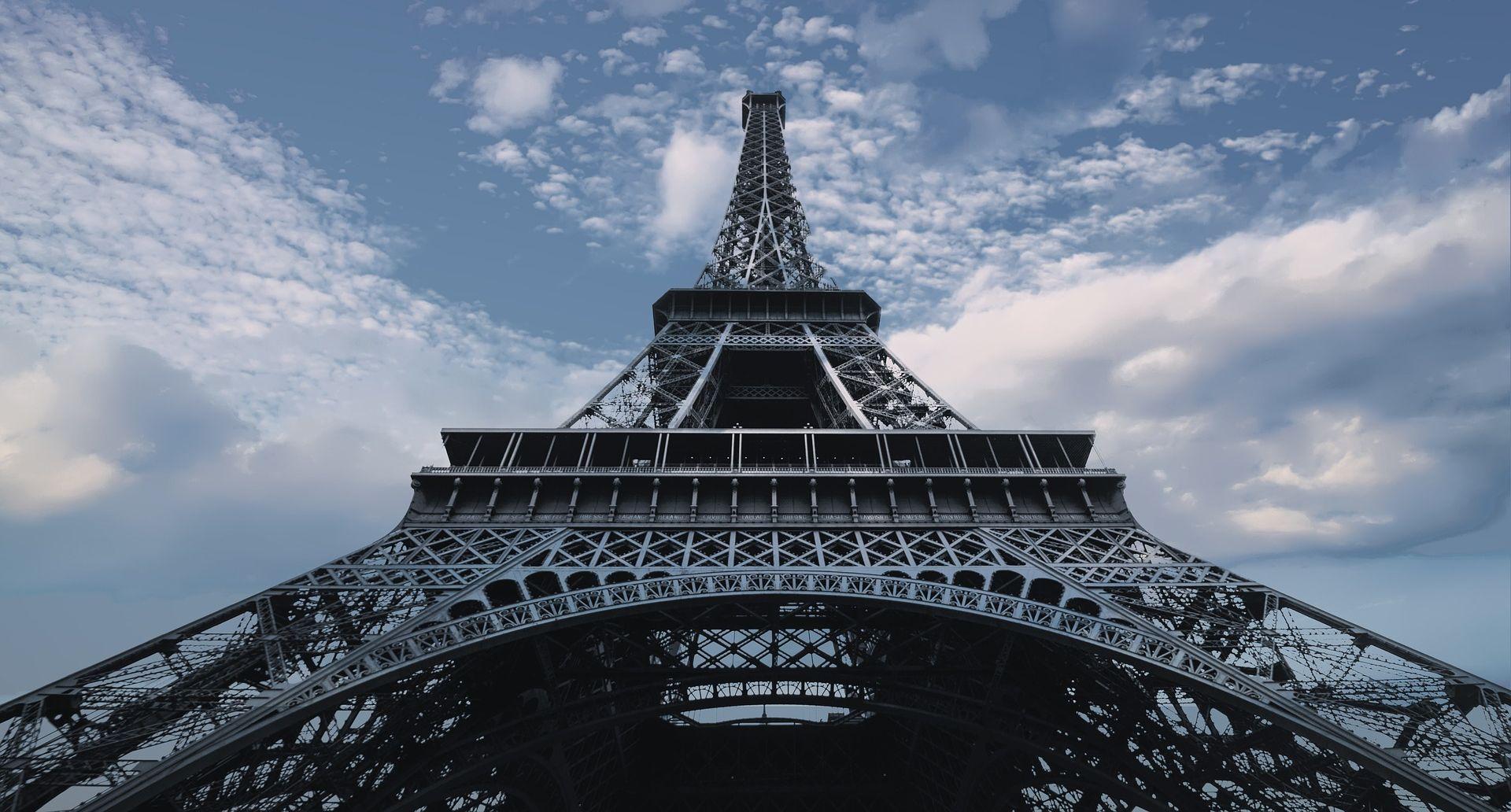 Zbog snažnih naleta vjetra zatvoren Eiffelov toranj