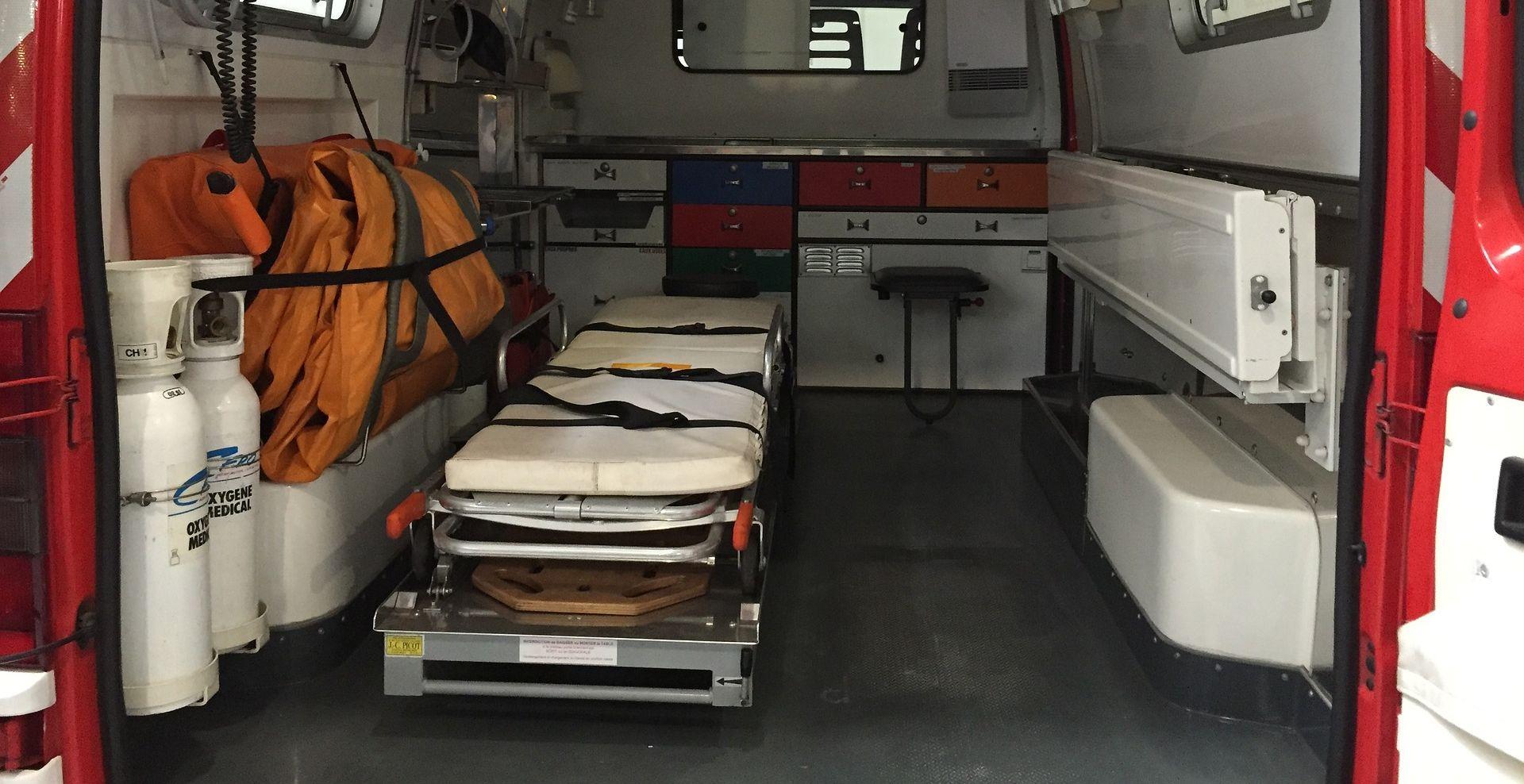 Pacijent ispao iz vozila Hitne pomoći i poginuo