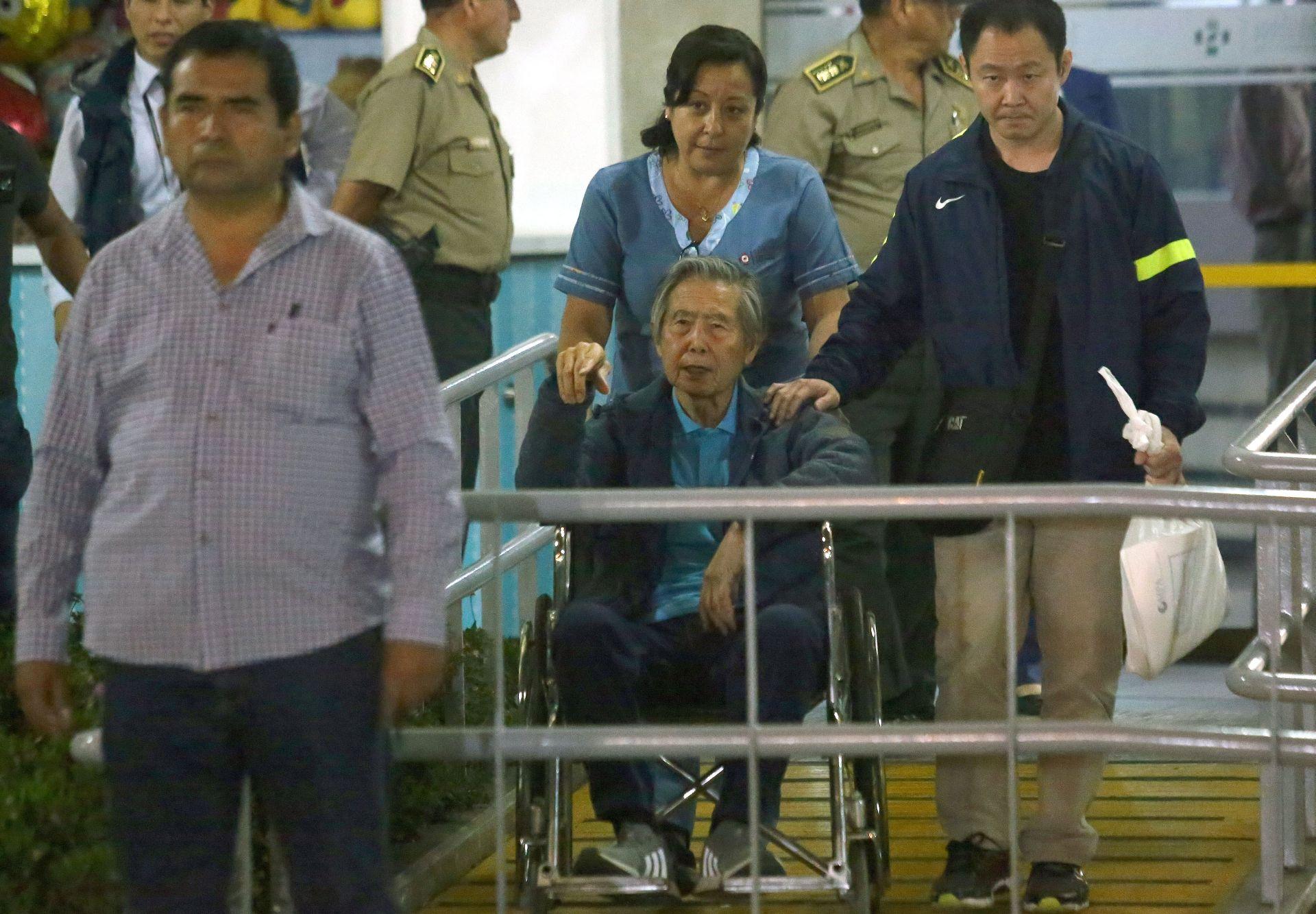 KONTROVERZNO POMILOVANJE Fujimori izašao slobodan iz klinike