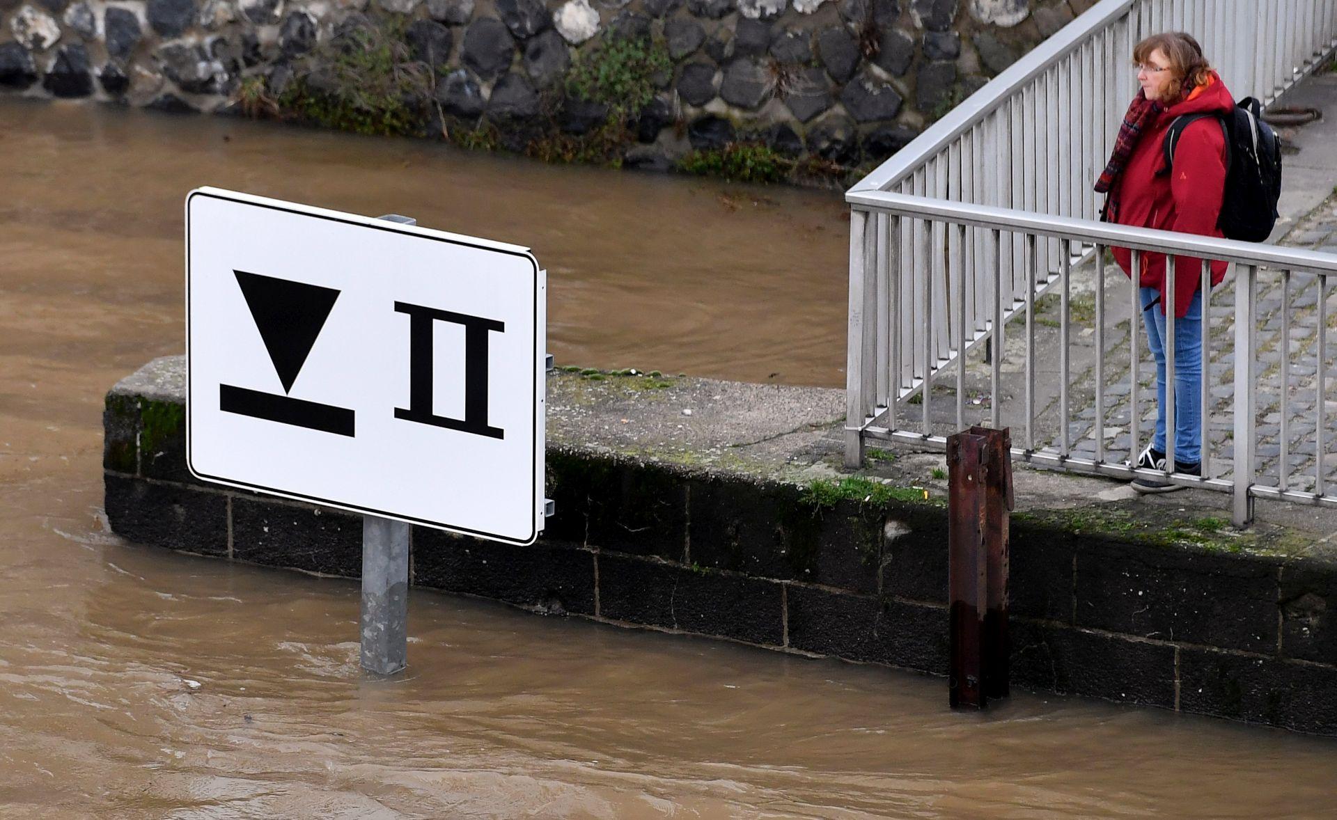 OBUSTAVLJEN PROMET RAJNOM Koeln i Duesseldorf poplavljeni