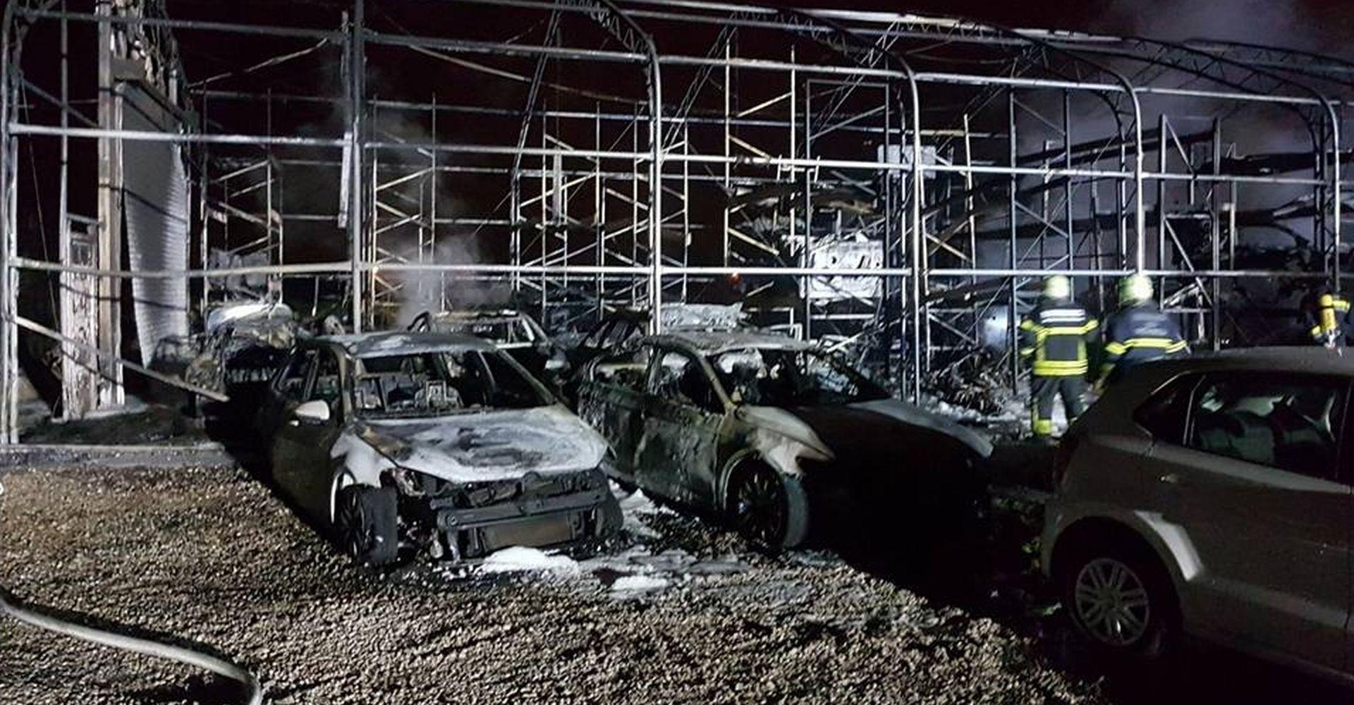 Veliki požar progutao skladište automobila u Svetoj Nedjelji