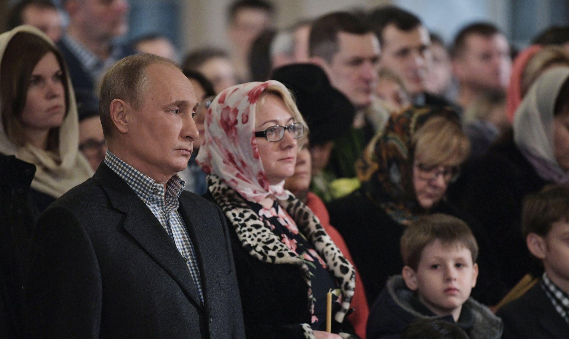PRAVOSLAVNI BOŽIĆ Vladimir Putin na polnoćki u Sankt Peterburgu