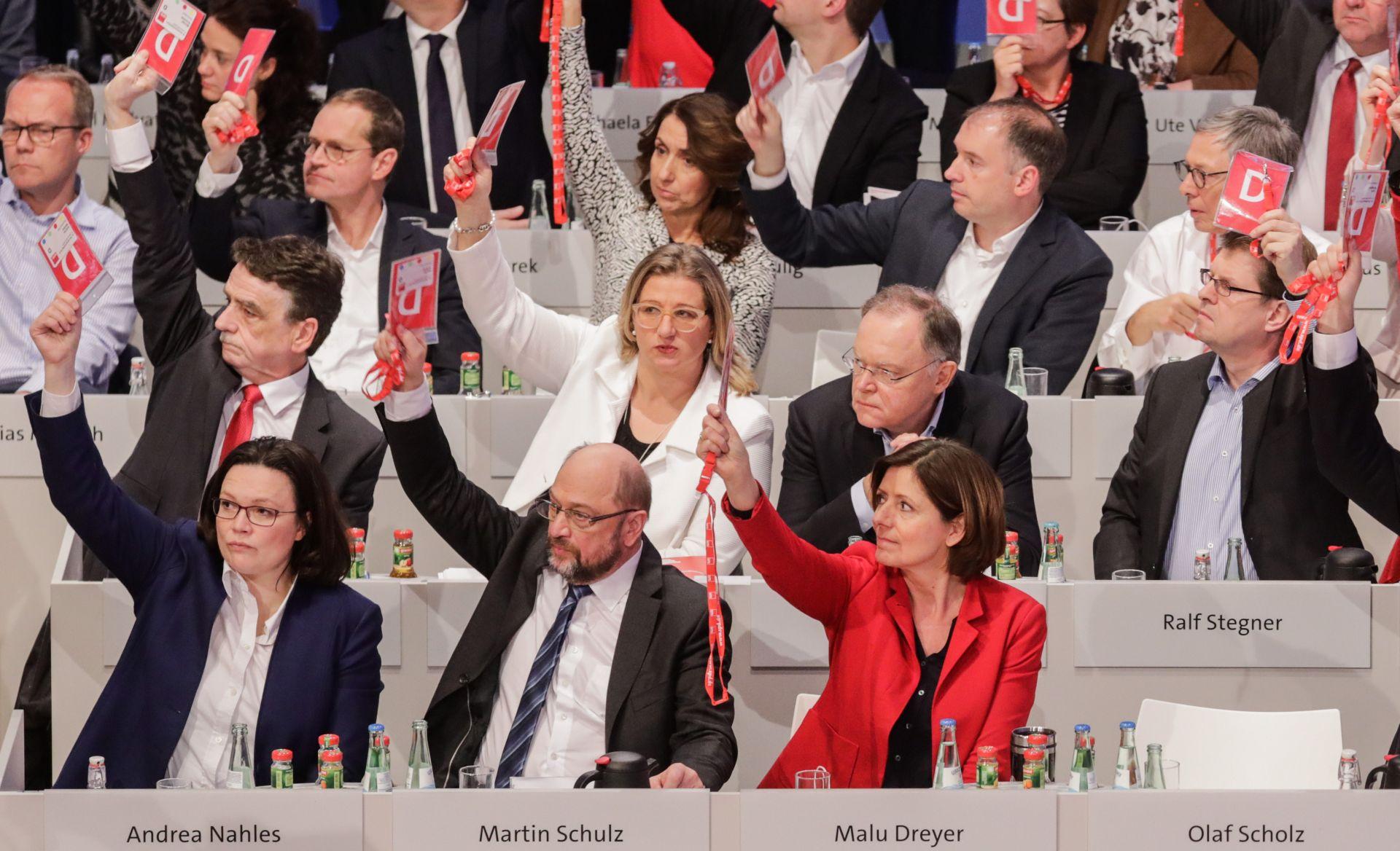 NJEMAČKI SPD Zeleno svjetlo početku koalicijskih pregovora s Merkel