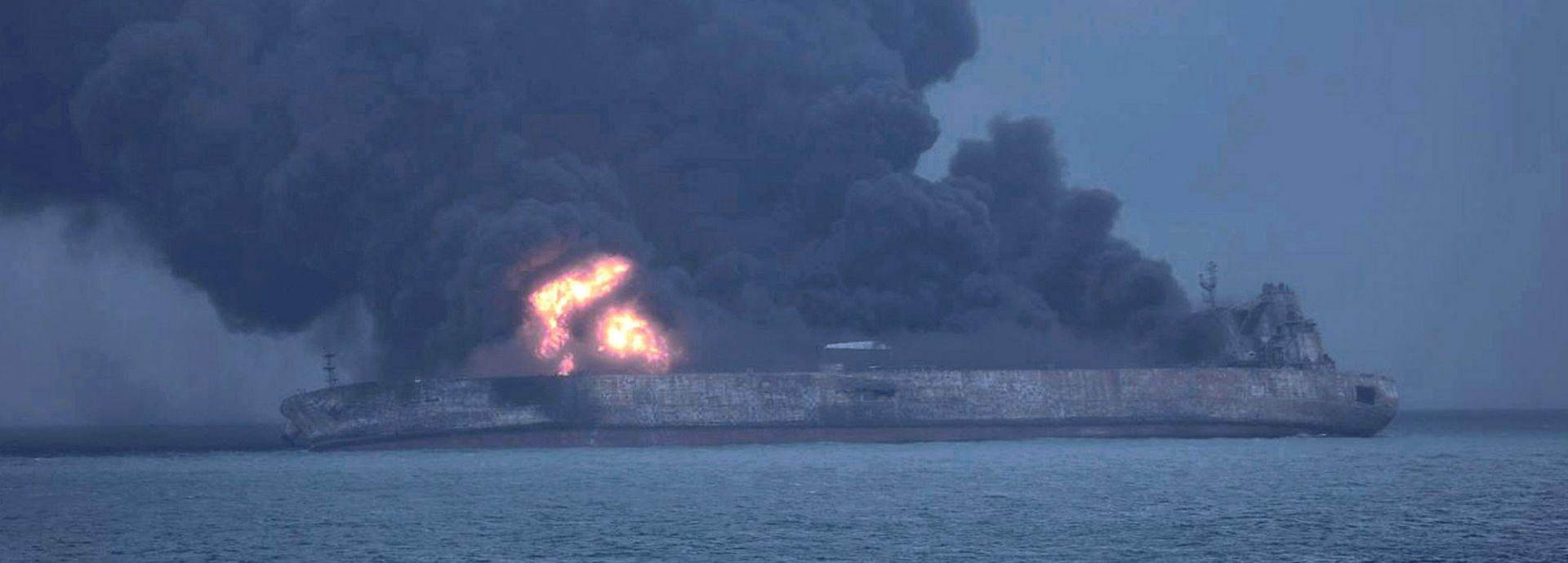 KINA Zapaljeni iranski tanker potonuo