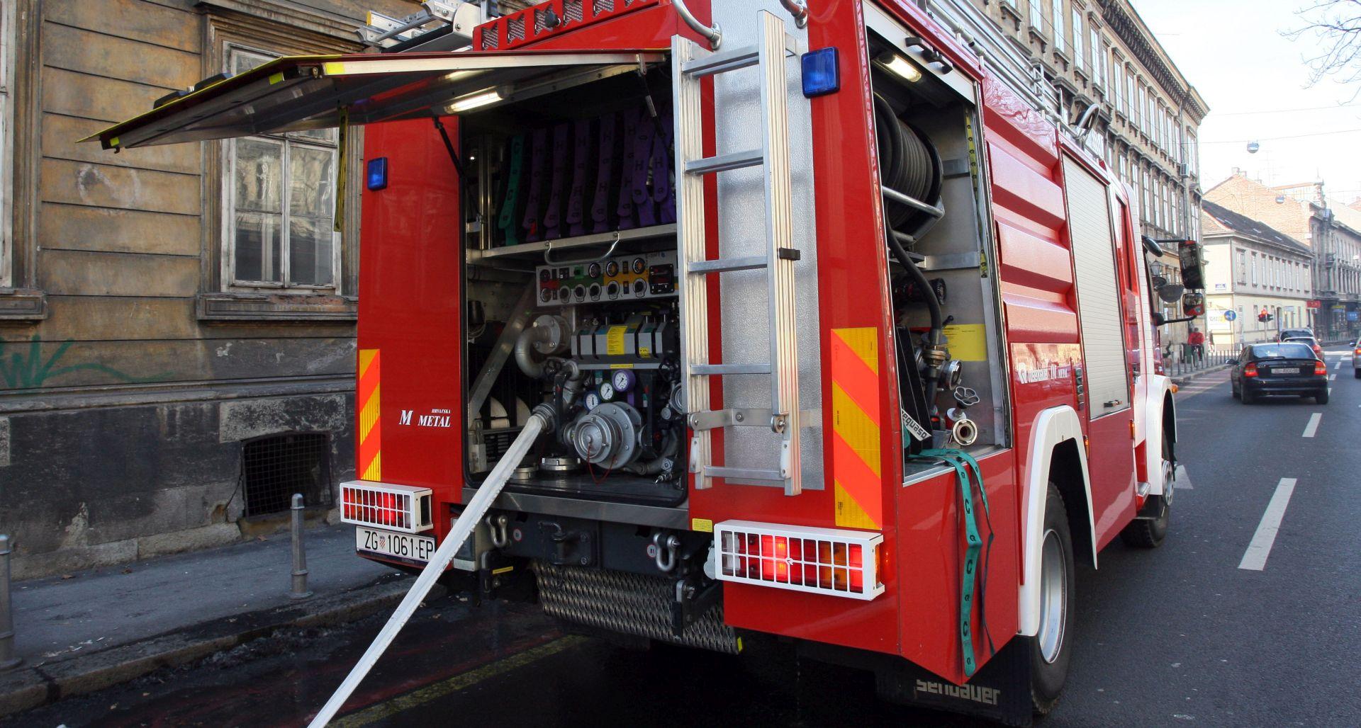 Požar na zgradi s poslovnim prostorima i trgovinama
