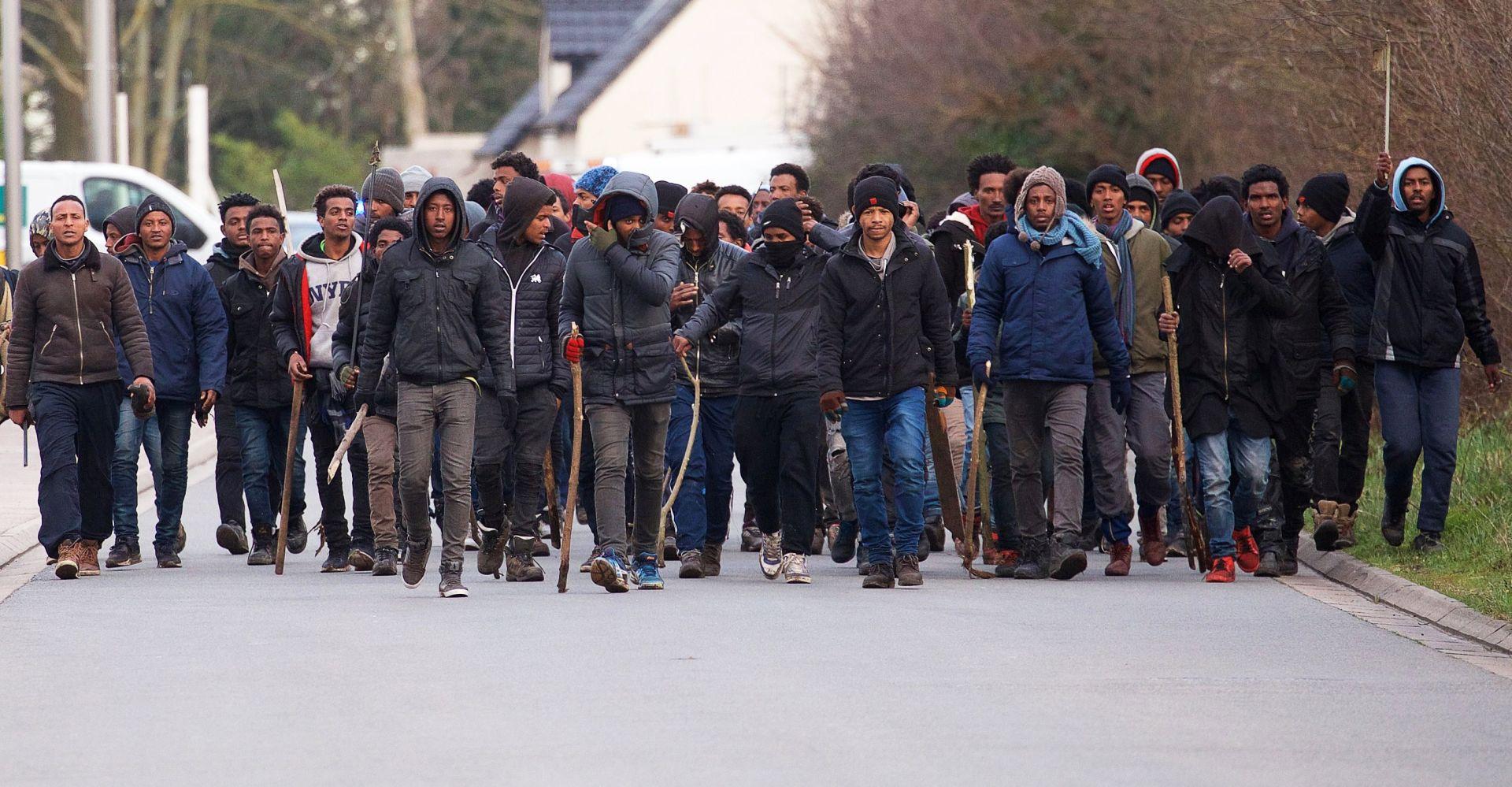 Interventna policija u Calaisu zbog sukoba migrantskih bandi