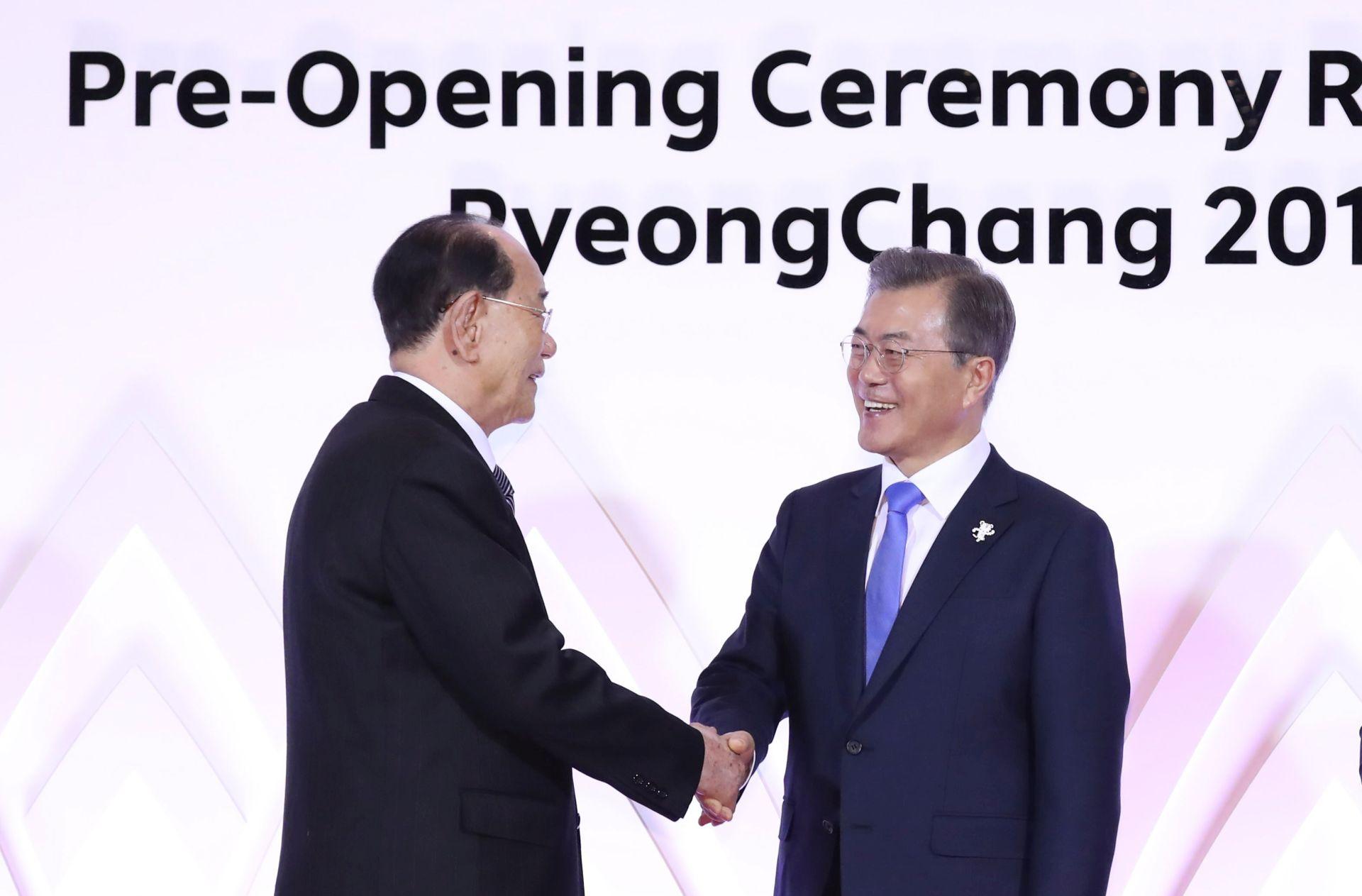 Rukovali se šefovi država dviju Koreja