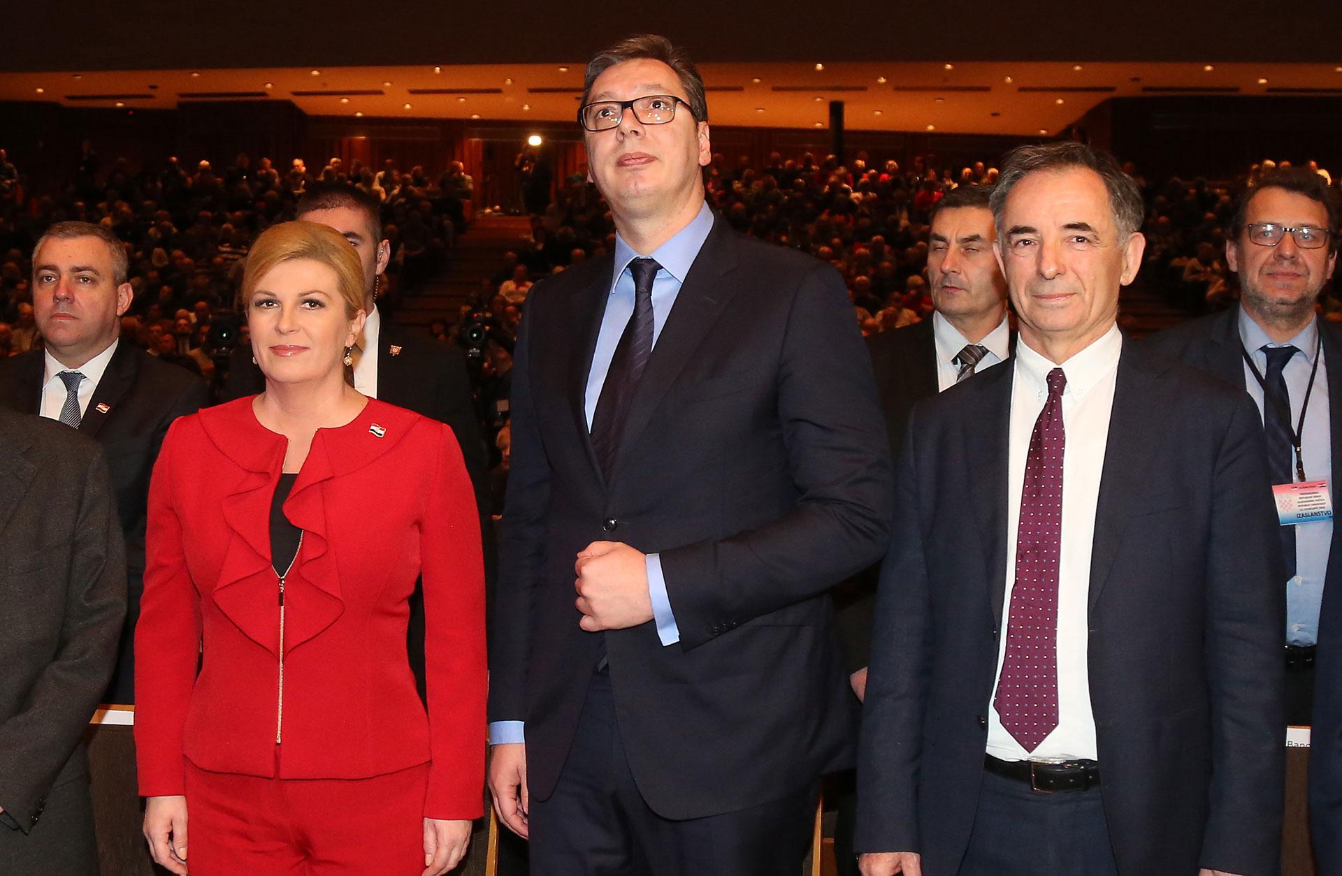 """ZEKANOVIĆ """"Vidi se da je Vučić tutor Pupovcu"""""""