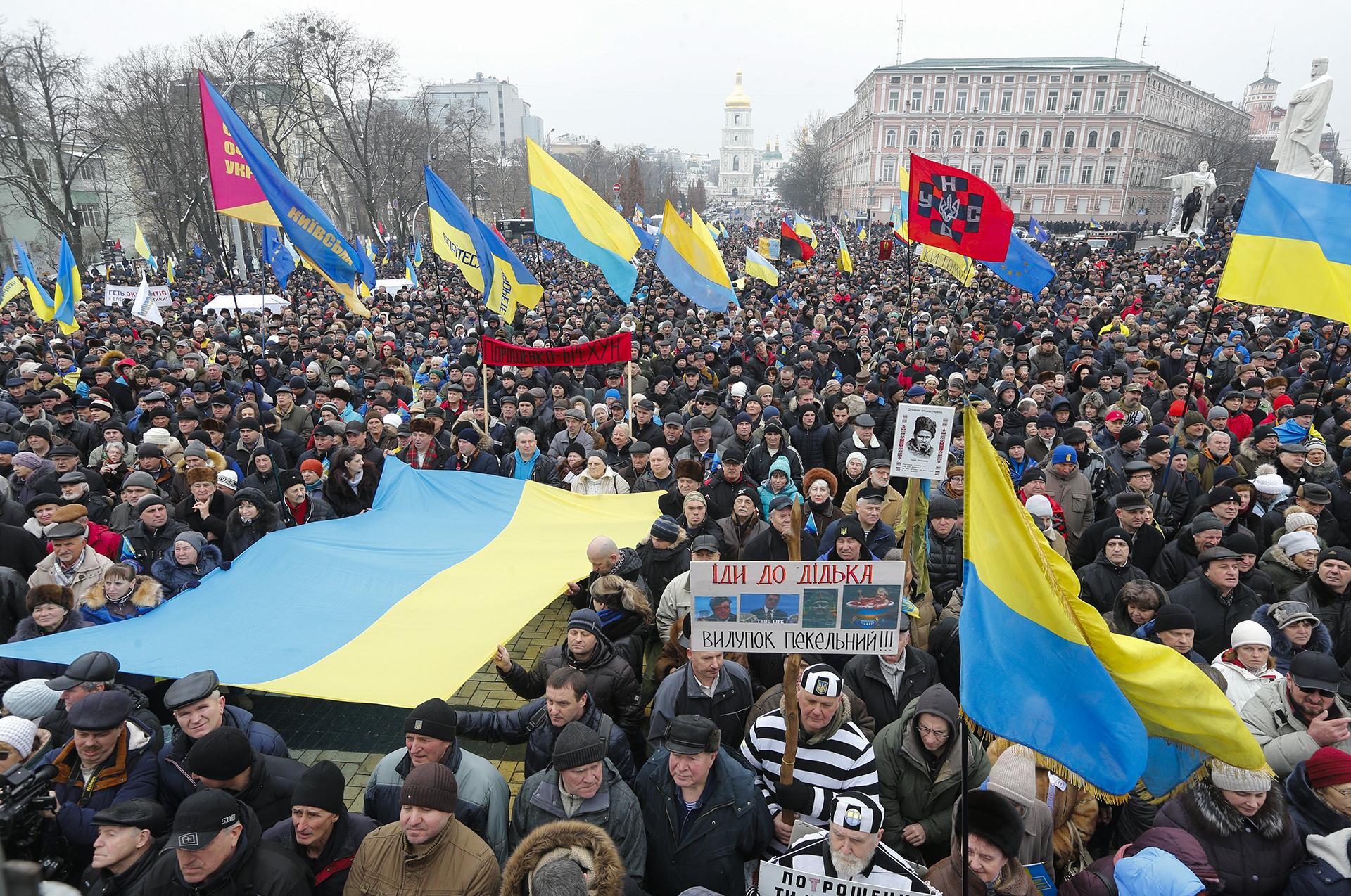 Tisuće prosvjednika traže smjenu ukrajinskog predsjednika Petra Porošenka