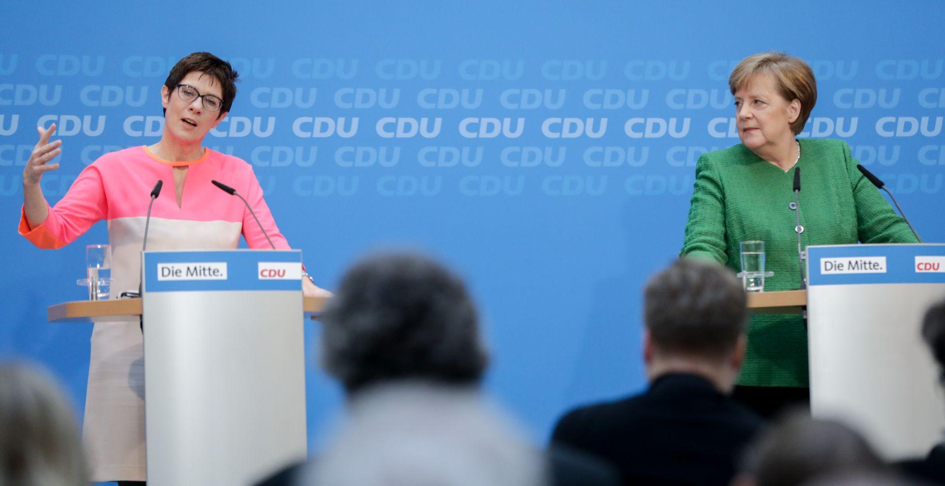 "Annegret Kramp-Karrenbauer – više od puke ""mini Merkel"""