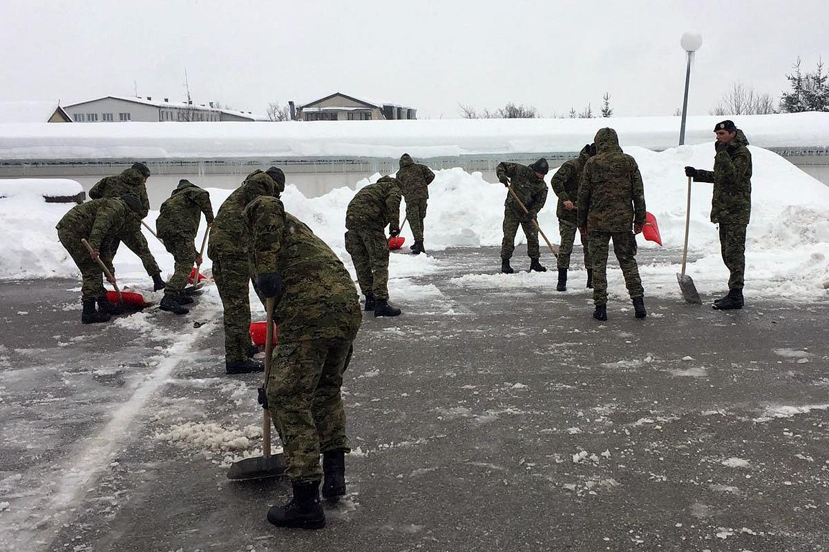Hrvatska vojska pomaže civilima u Lici