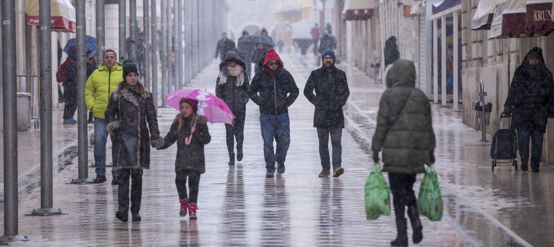 Hrvatska i dalje u 'minusima', na Jadranu olujna bura