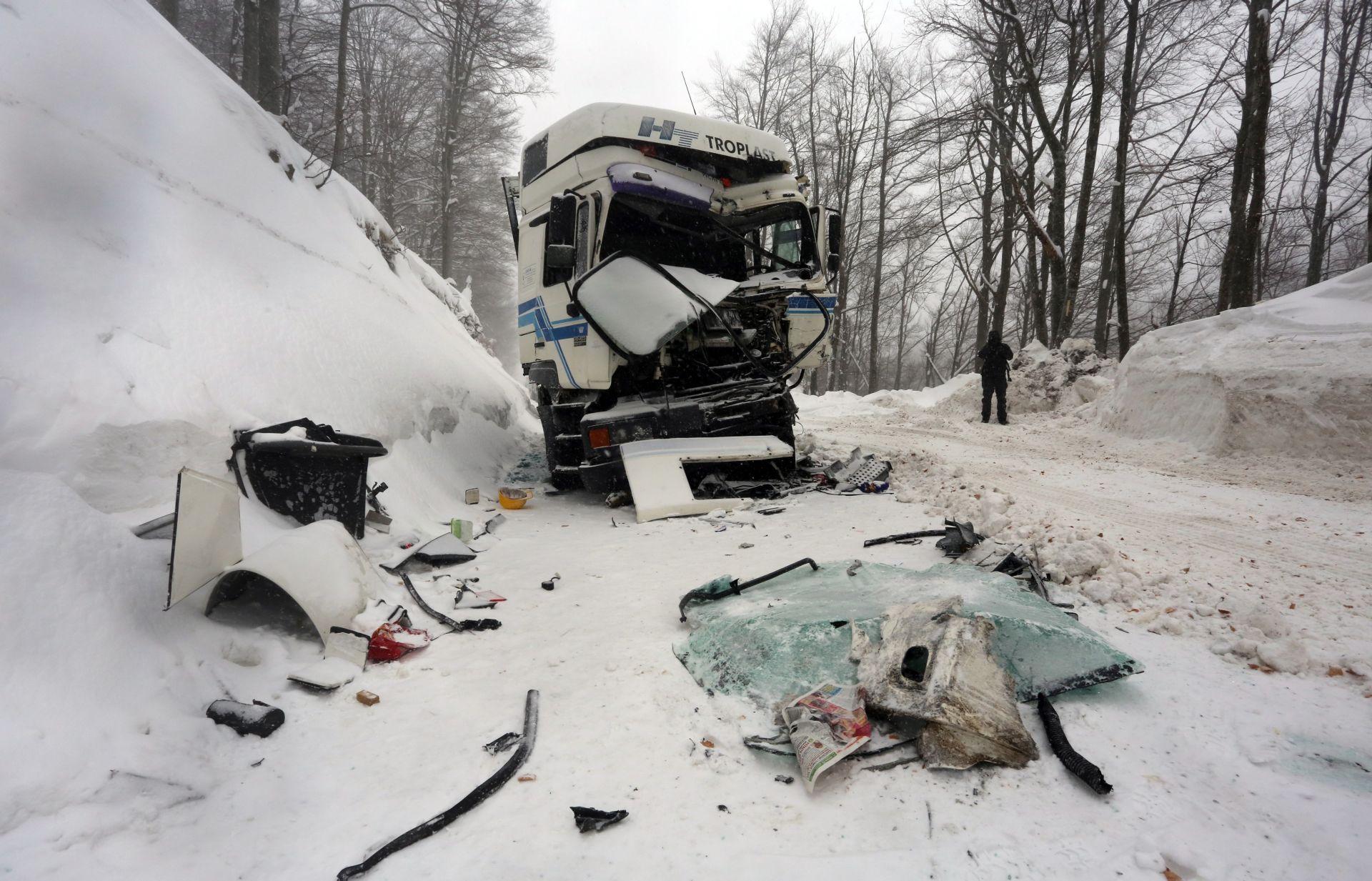 SUDAR AUTOBUSA I KAMIONA: 28-ero ljudi primilo liječničku pomoć, vozači van životne opasnosti