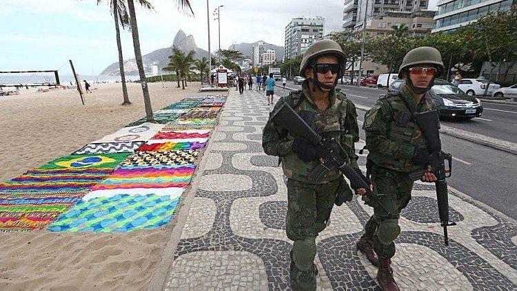 GORI RIO DE JANEIRO Vojska izašla na ulice