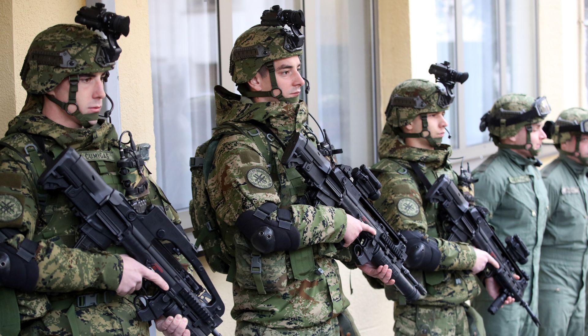 """KRSTIČEVIĆ STOLTENBERGU: """"Dođi, uvjeri se u sve ono što činimo na unapređenju obrambenog sustava"""","""