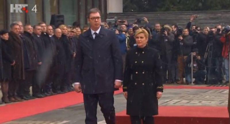 Vučić stigao u Hrvatsku, predsjednica ga svečano dočekala