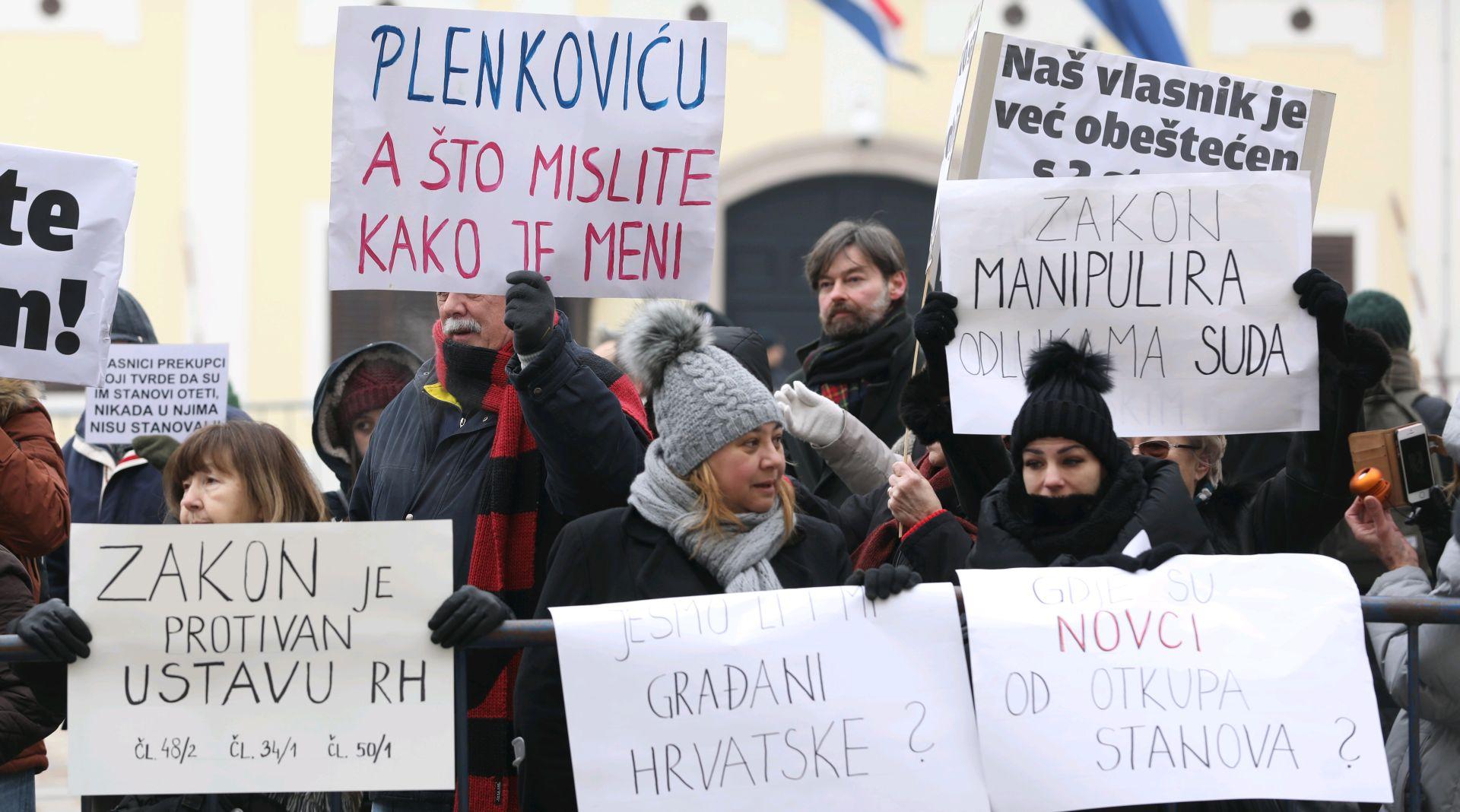 Prosvjed Hrvatskog saveza udruga stanara na Markovom trgu