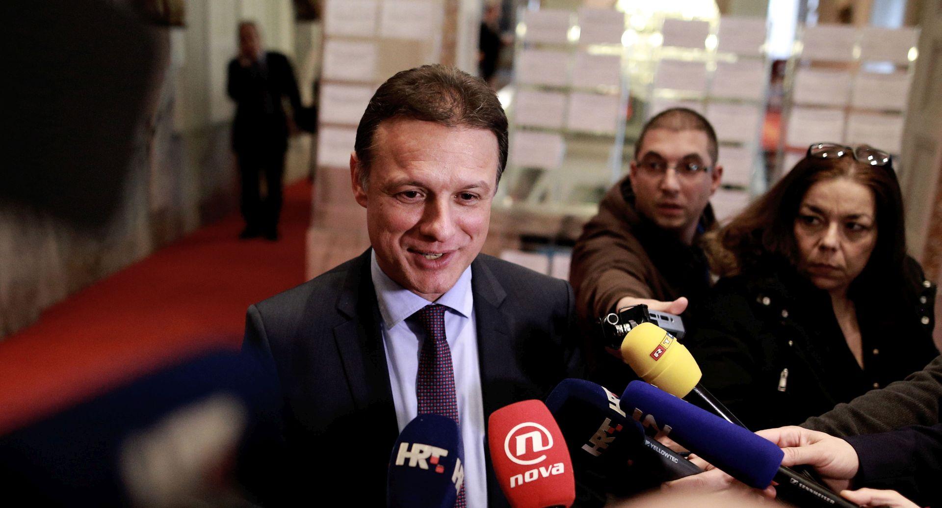 ŠEŠELJEV INCIDENT Hrvatska delegacija vraća se u RH