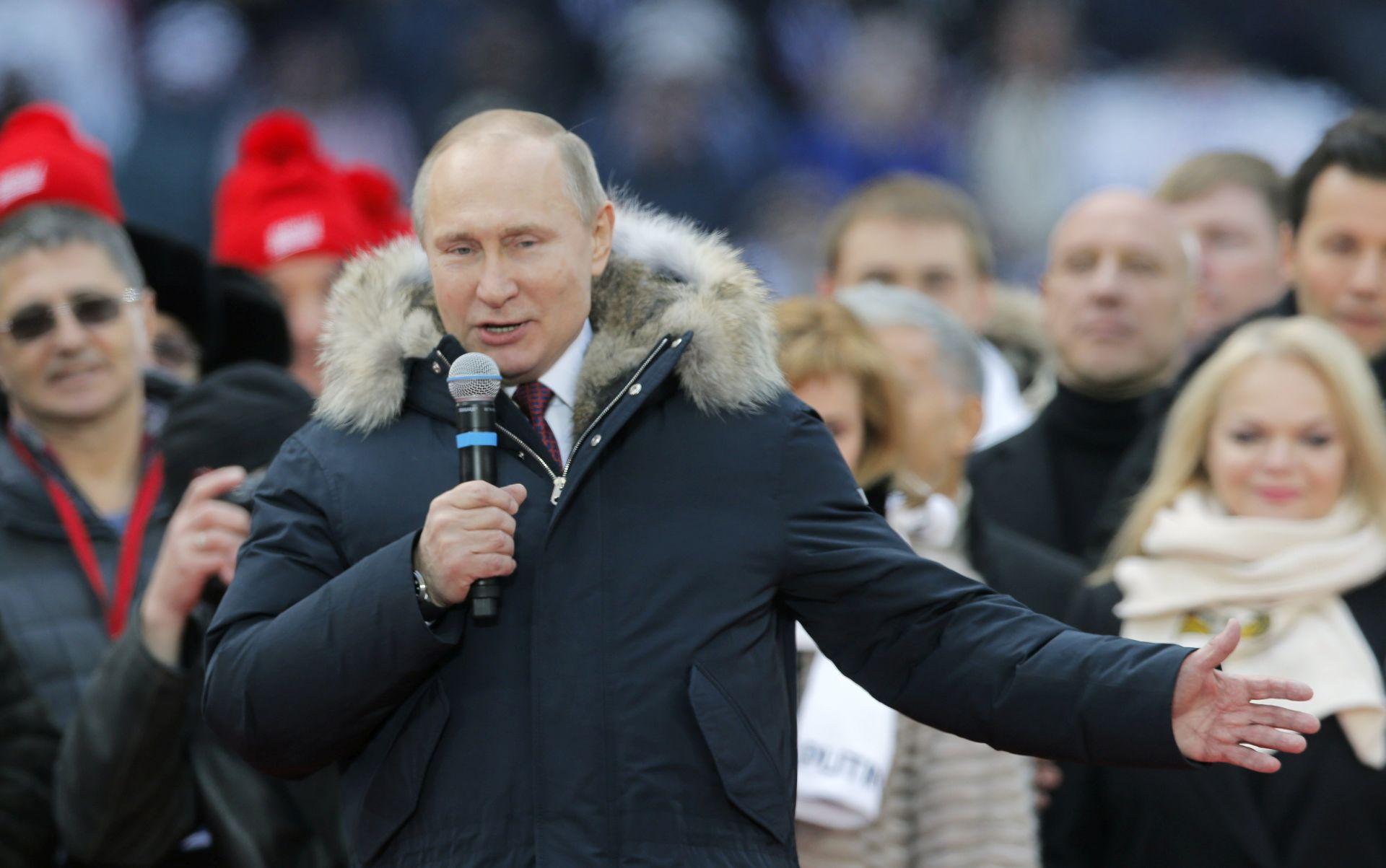 """Putin Rusiji obećaje """"blistave pobjede"""""""