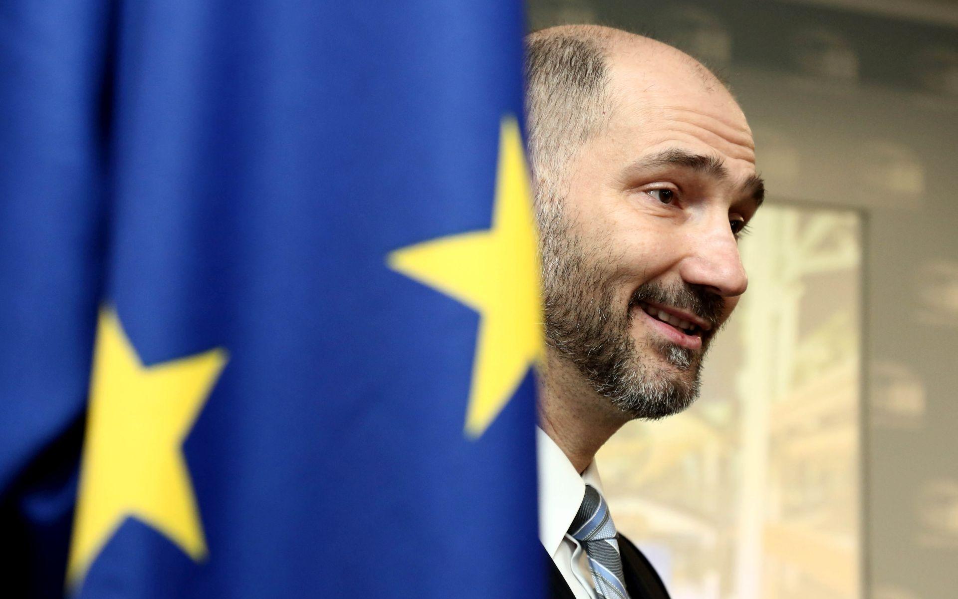 'Plenković se istovremeno bori na tri fronte'